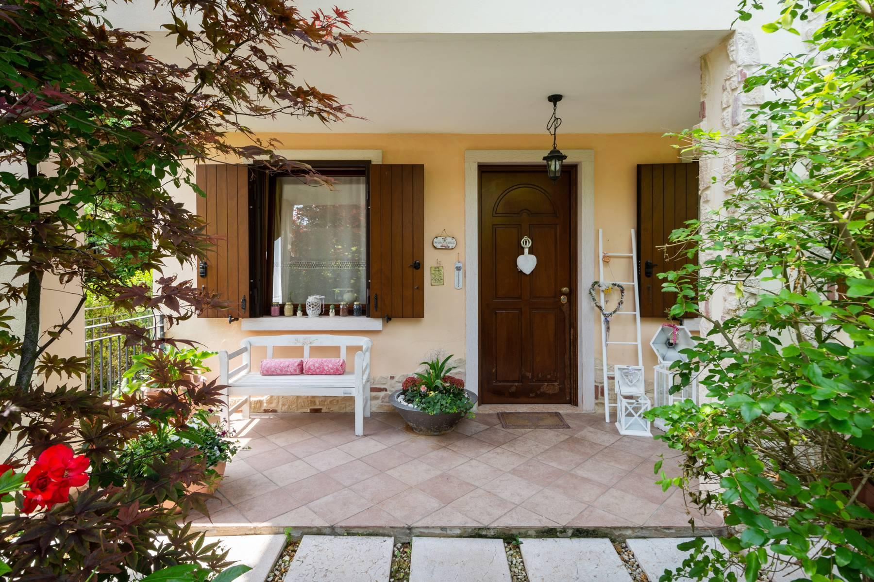 Independent villa with wide garden, just a few steps from the Lake - 3