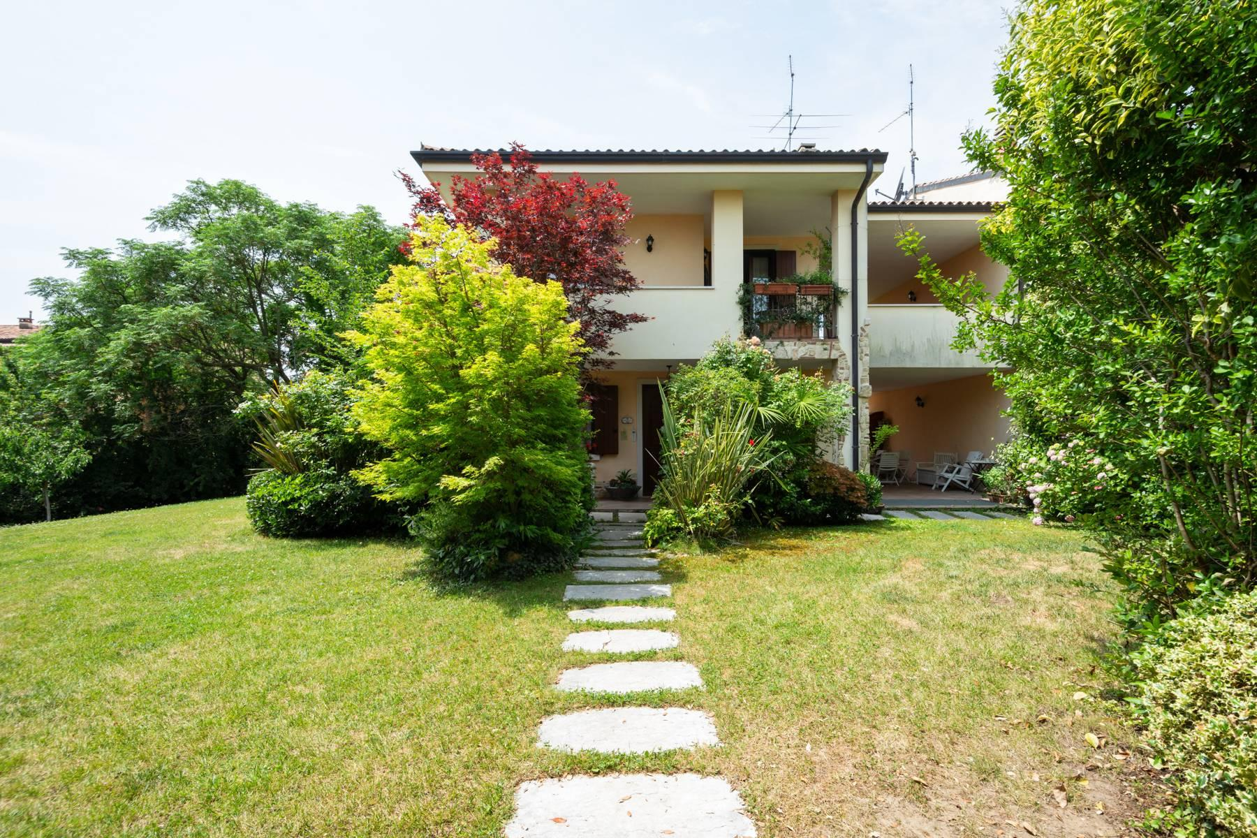 Independent villa with wide garden, just a few steps from the Lake - 2