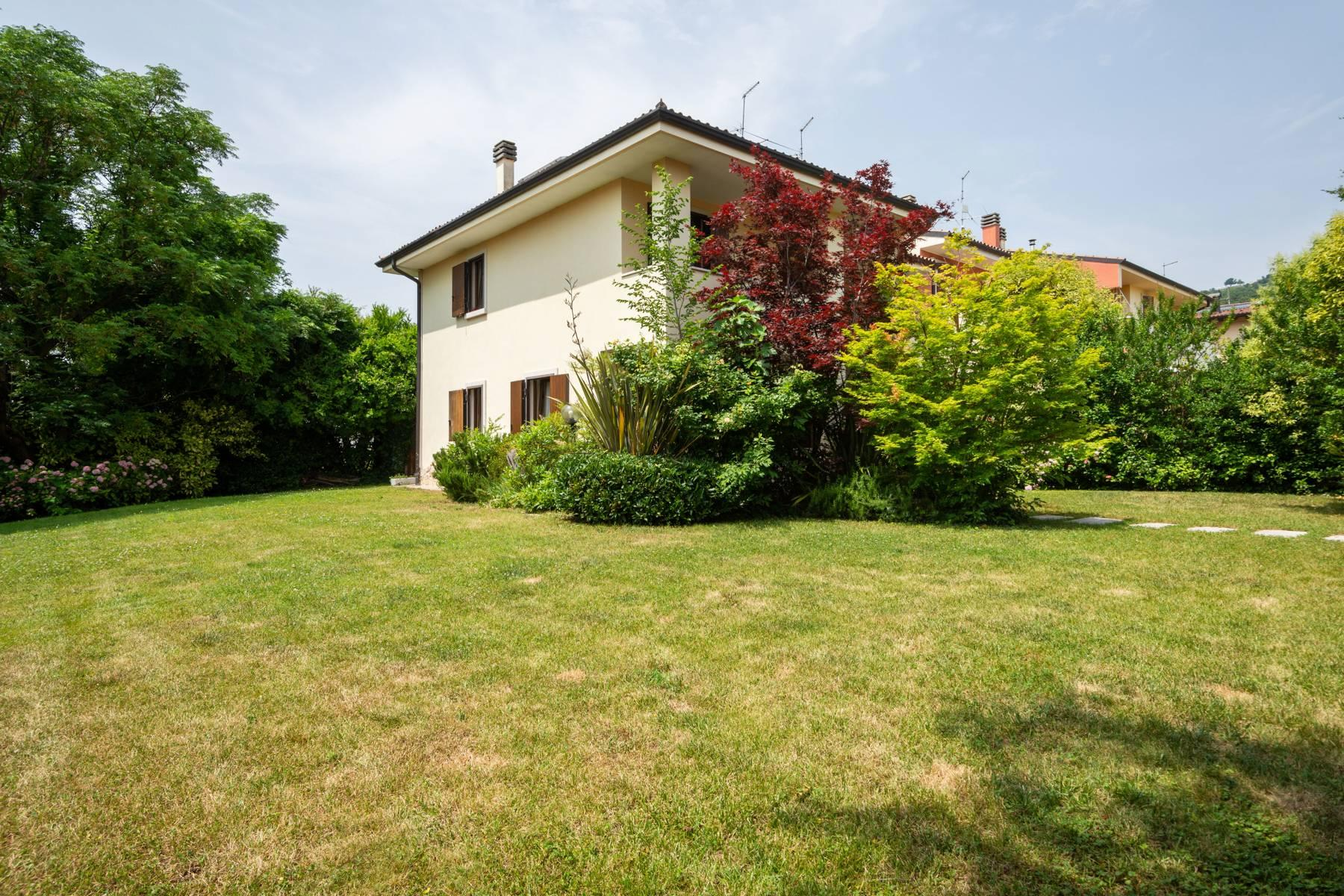 Independent villa with wide garden, just a few steps from the Lake - 6