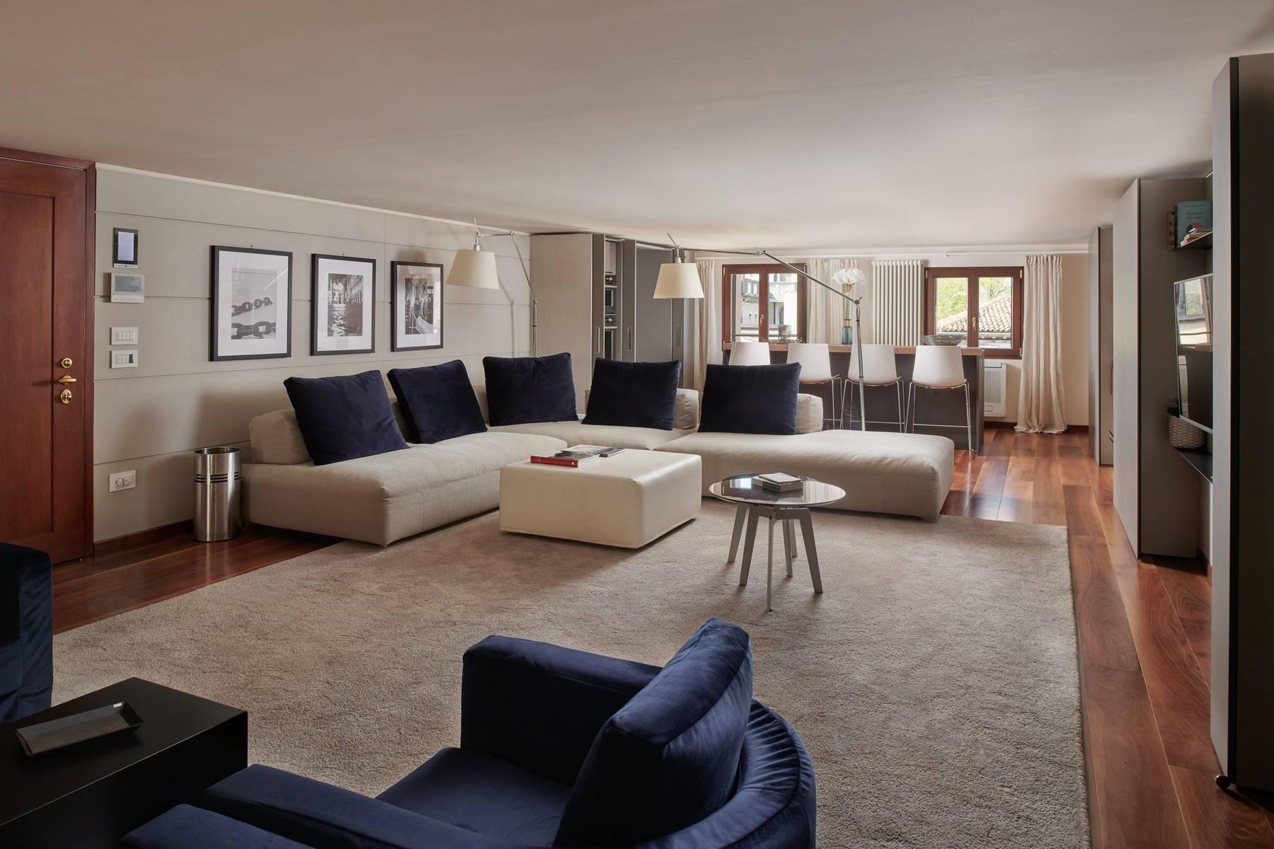 A spacious and stylish top floor apartment with stunning views - 2