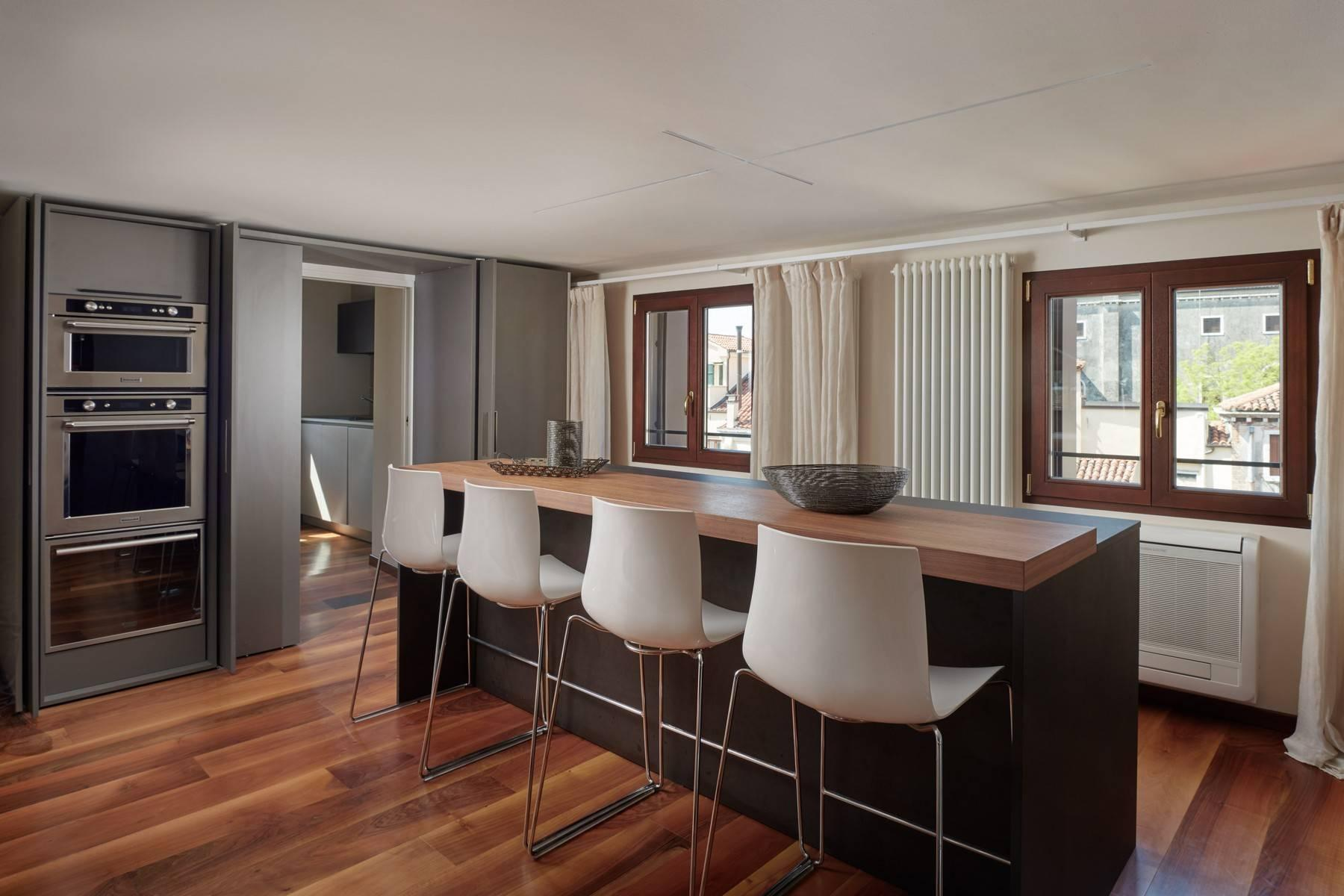 A spacious and stylish top floor apartment with stunning views - 5