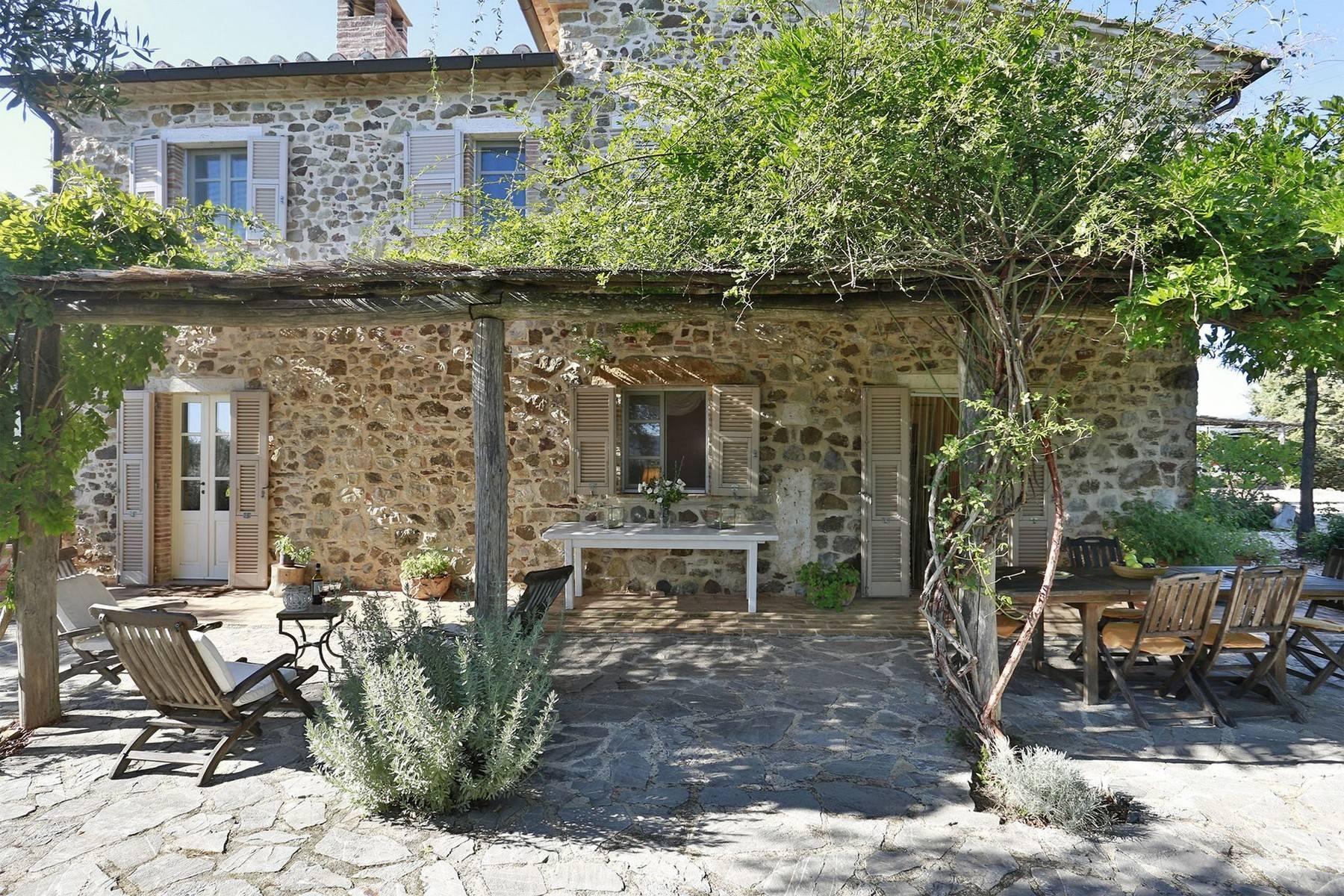 Typisch toskanisches Bauernhaus mit Blick auf die Hügel - 9