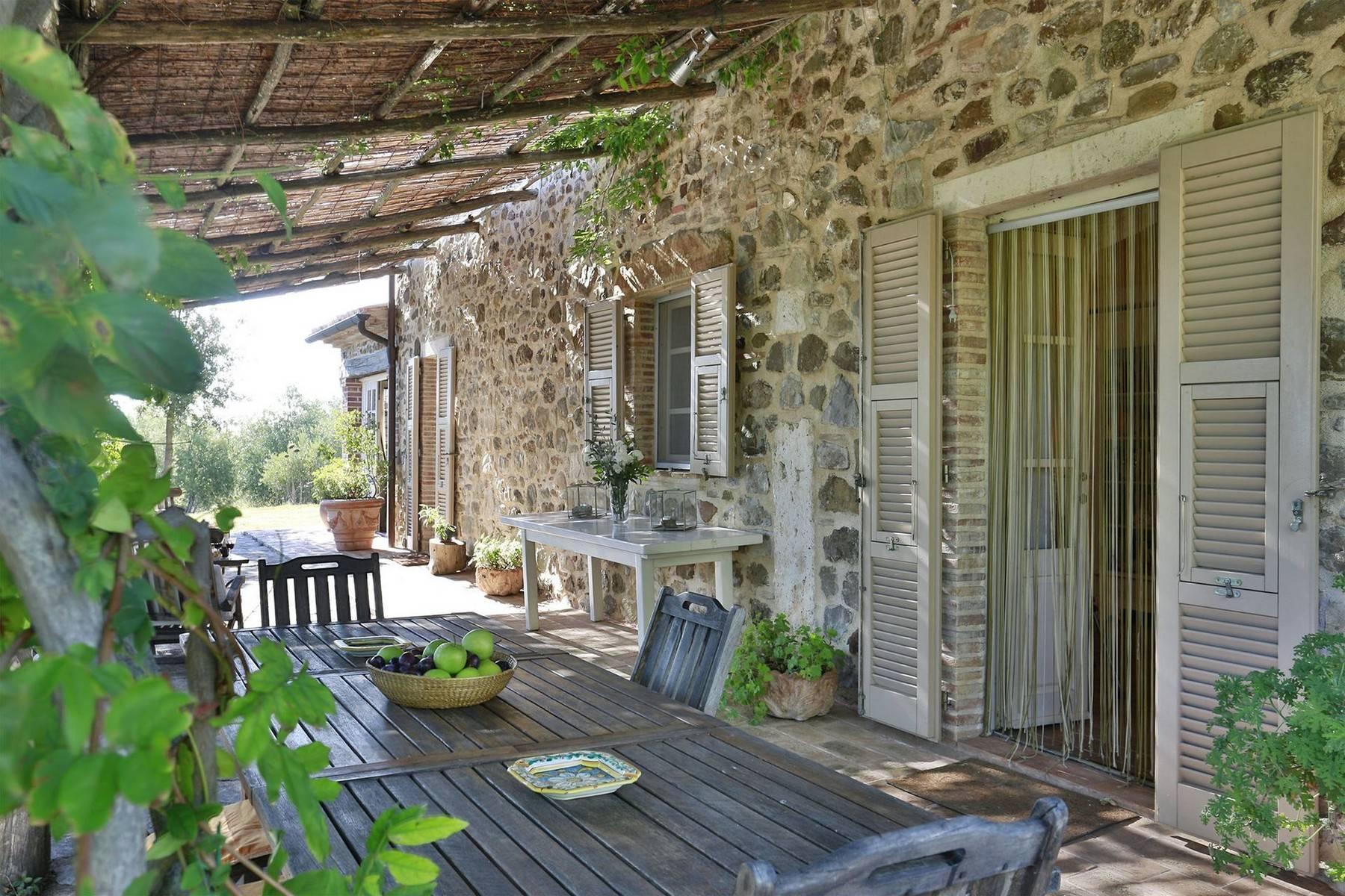 Typisch toskanisches Bauernhaus mit Blick auf die Hügel - 10