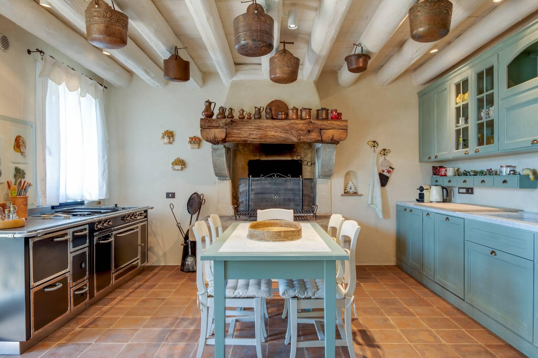 Fabelhaft renoviertes Bauernhaus auf den Hügeln mit Schwimmbad und landwirtschaftlichem Anwesen mit Weinbergen - 11