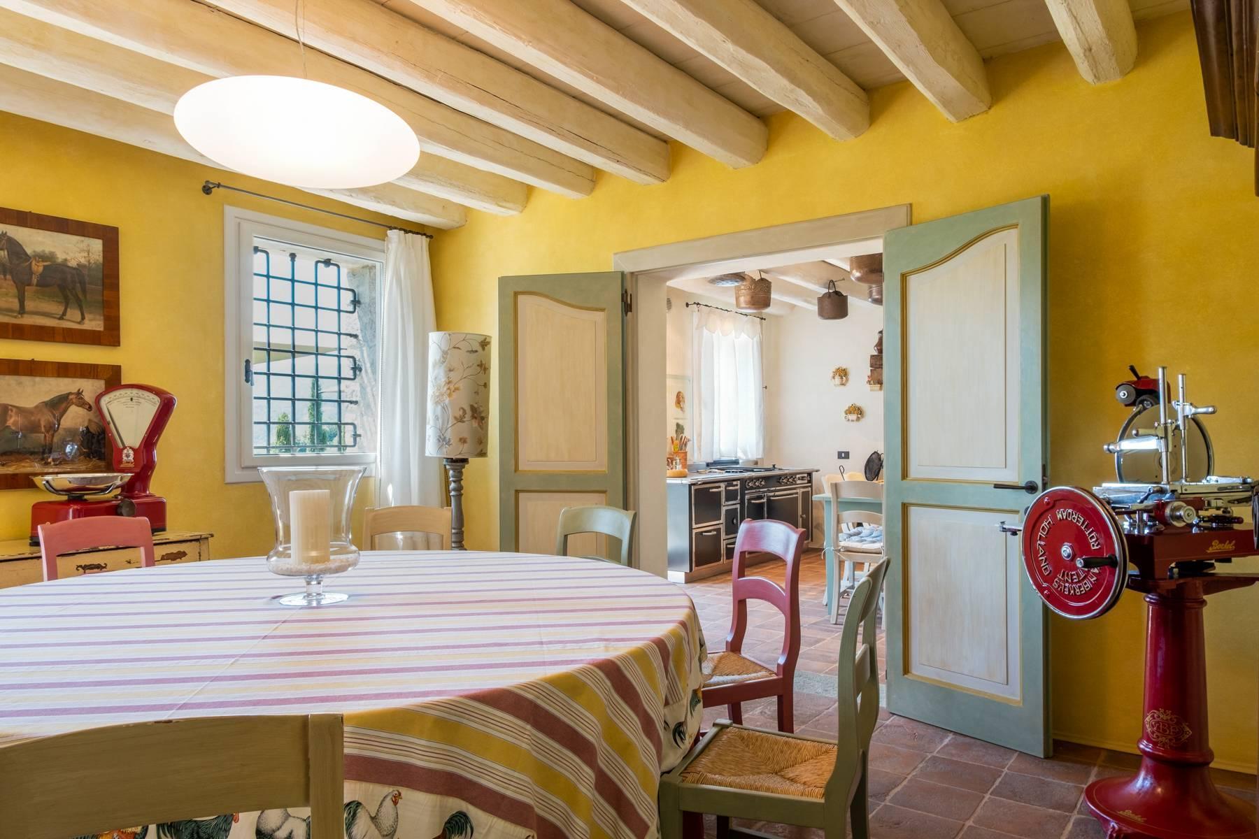 Fabelhaft renoviertes Bauernhaus auf den Hügeln mit Schwimmbad und landwirtschaftlichem Anwesen mit Weinbergen - 14