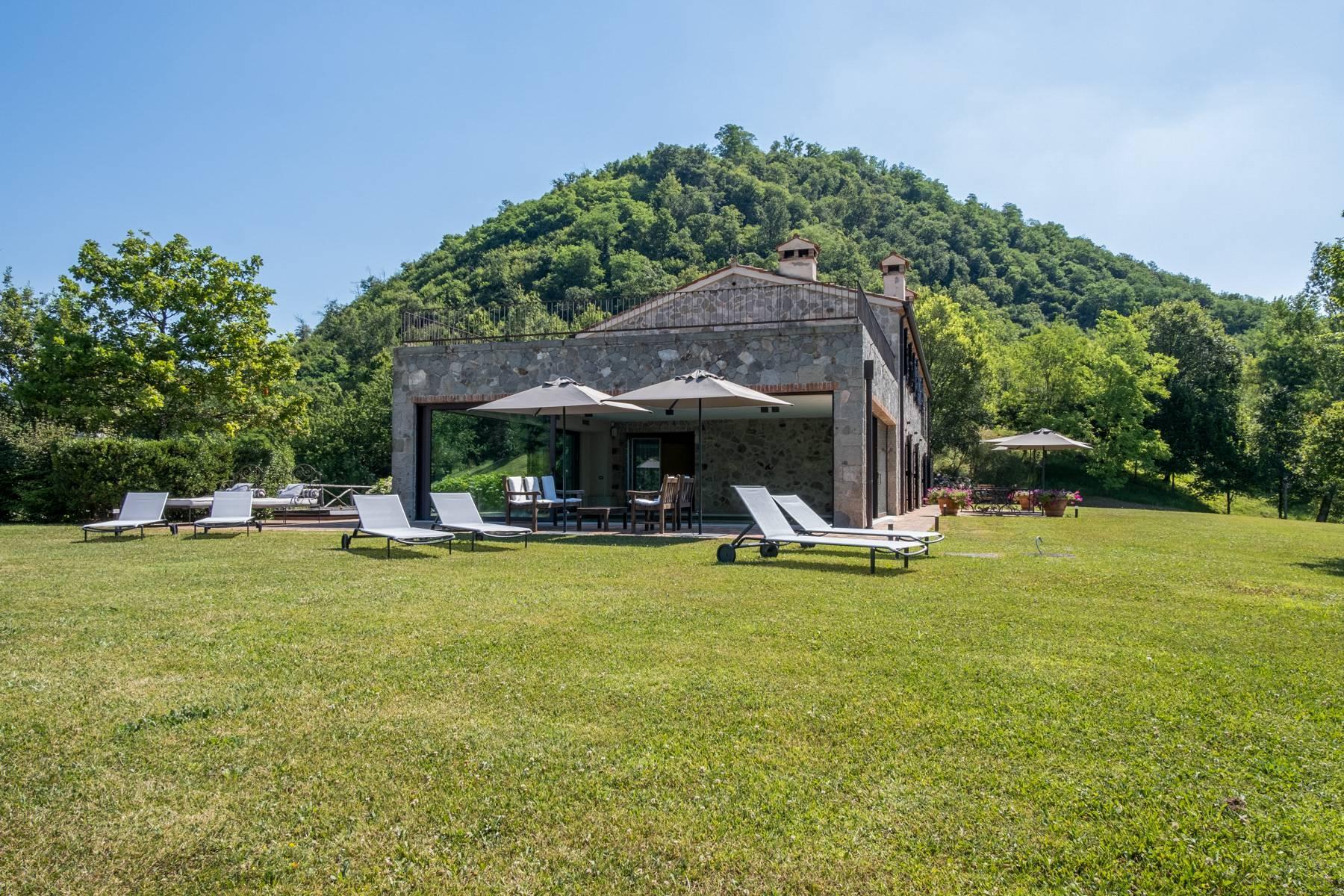 Fabelhaft renoviertes Bauernhaus auf den Hügeln mit Schwimmbad und landwirtschaftlichem Anwesen mit Weinbergen - 3