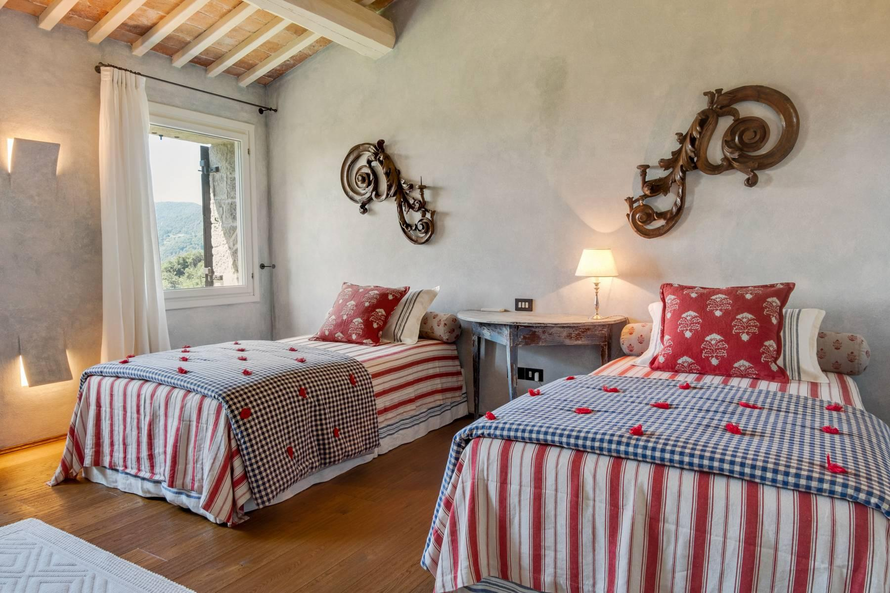 Fabelhaft renoviertes Bauernhaus auf den Hügeln mit Schwimmbad und landwirtschaftlichem Anwesen mit Weinbergen - 23