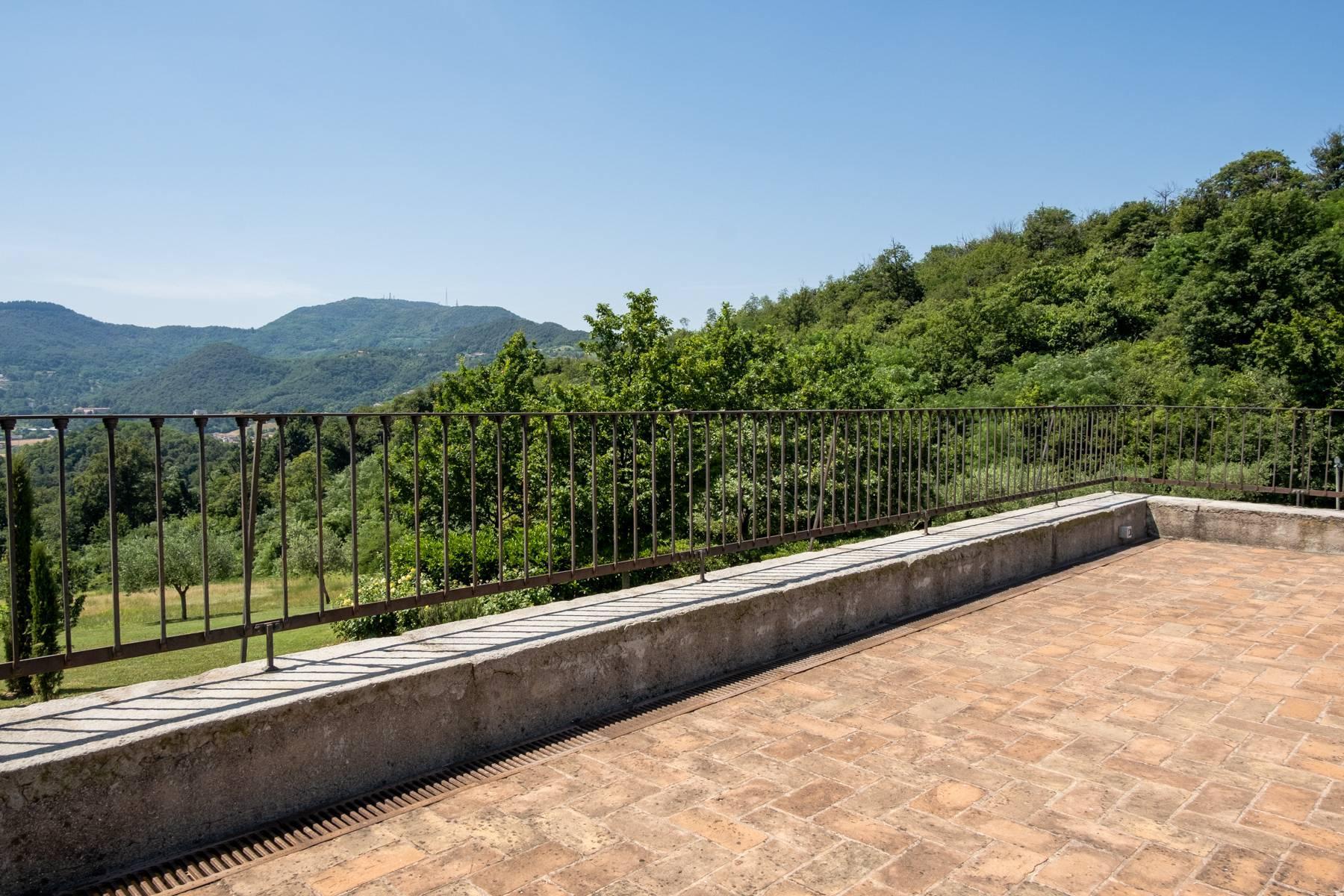 Fabelhaft renoviertes Bauernhaus auf den Hügeln mit Schwimmbad und landwirtschaftlichem Anwesen mit Weinbergen - 29