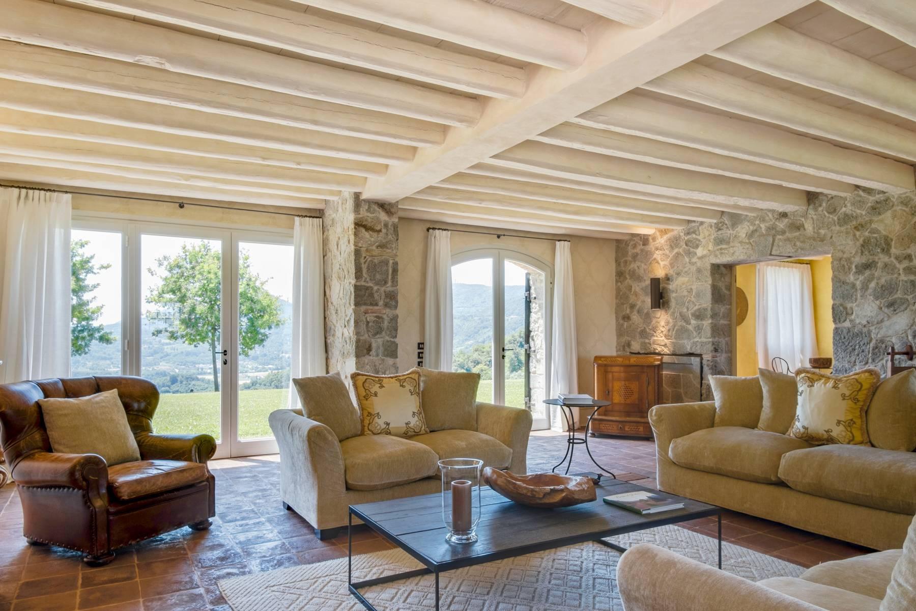 Fabelhaft renoviertes Bauernhaus auf den Hügeln mit Schwimmbad und landwirtschaftlichem Anwesen mit Weinbergen - 5