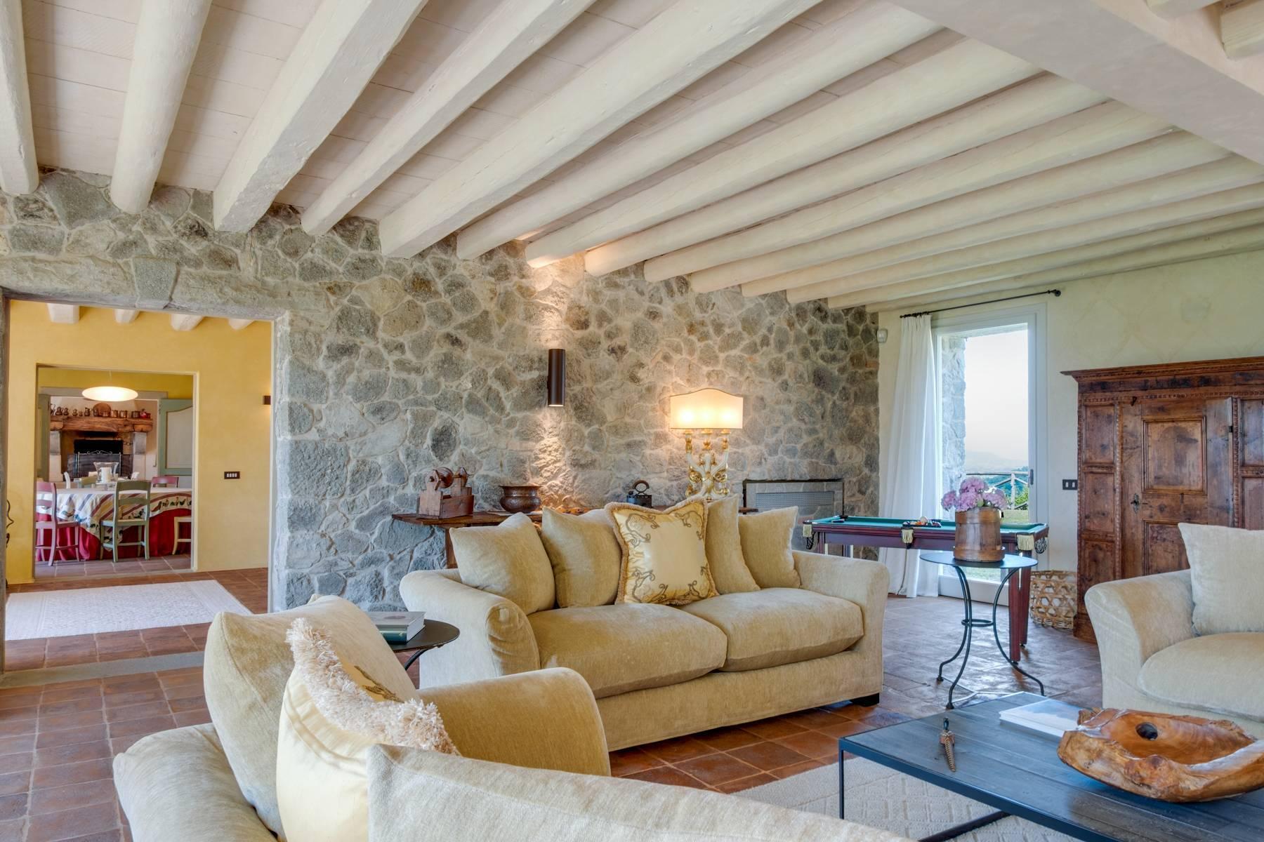 Fabelhaft renoviertes Bauernhaus auf den Hügeln mit Schwimmbad und landwirtschaftlichem Anwesen mit Weinbergen - 8