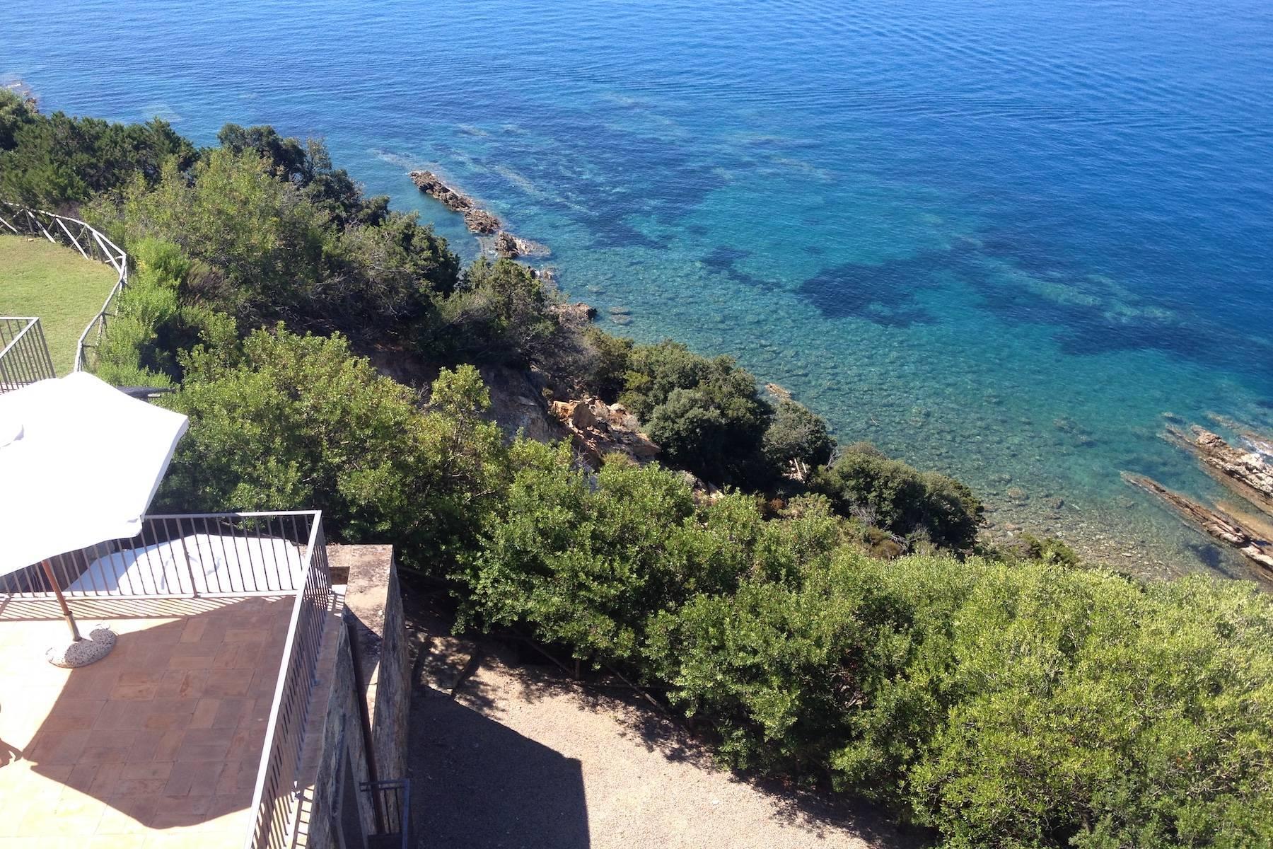 Antica torre di avvistamento del XV secolo a picco sul mare - 5