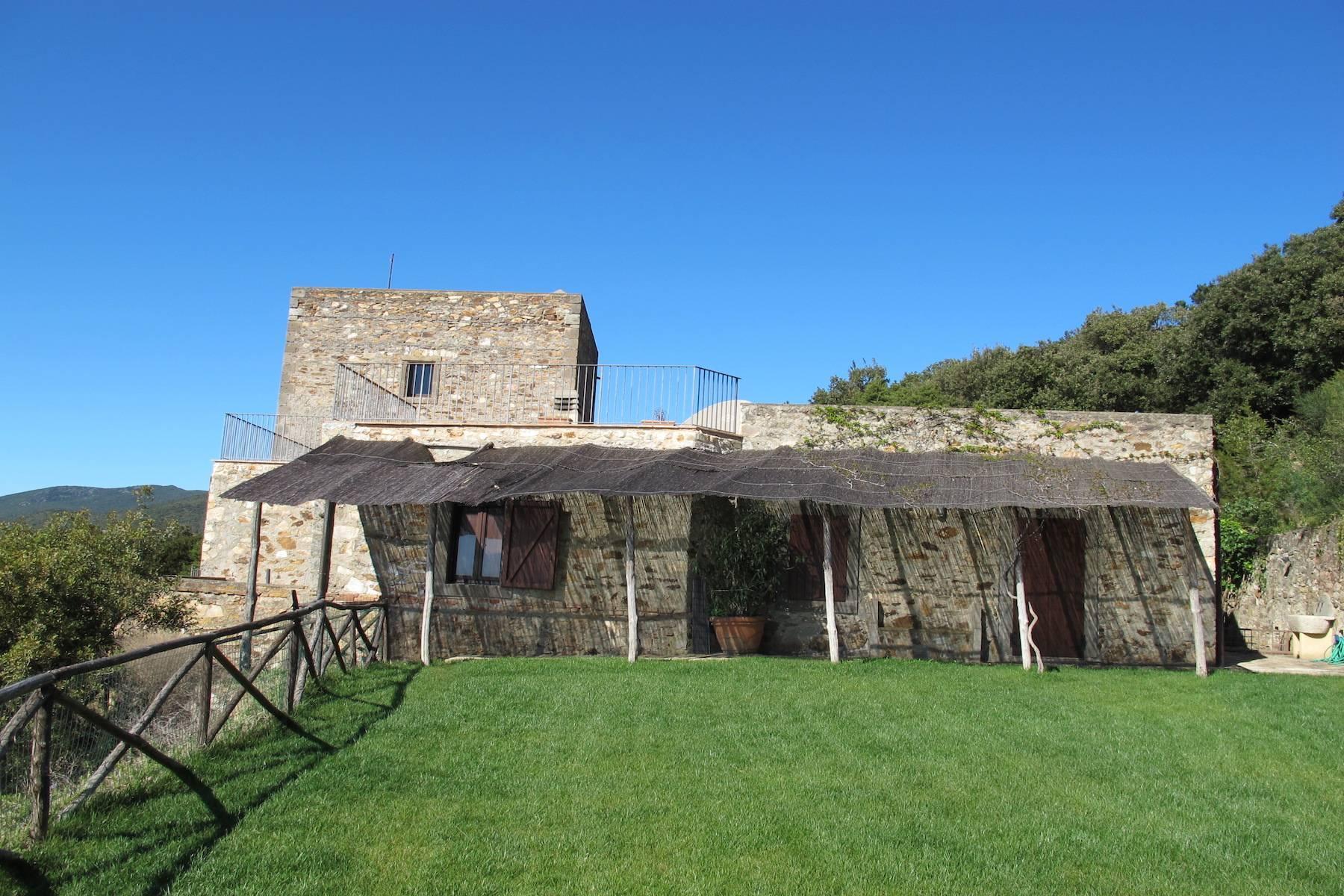 Alter Wachturm aus dem fünfzehnten Jahrhundert mit Blick auf das Meer - 17