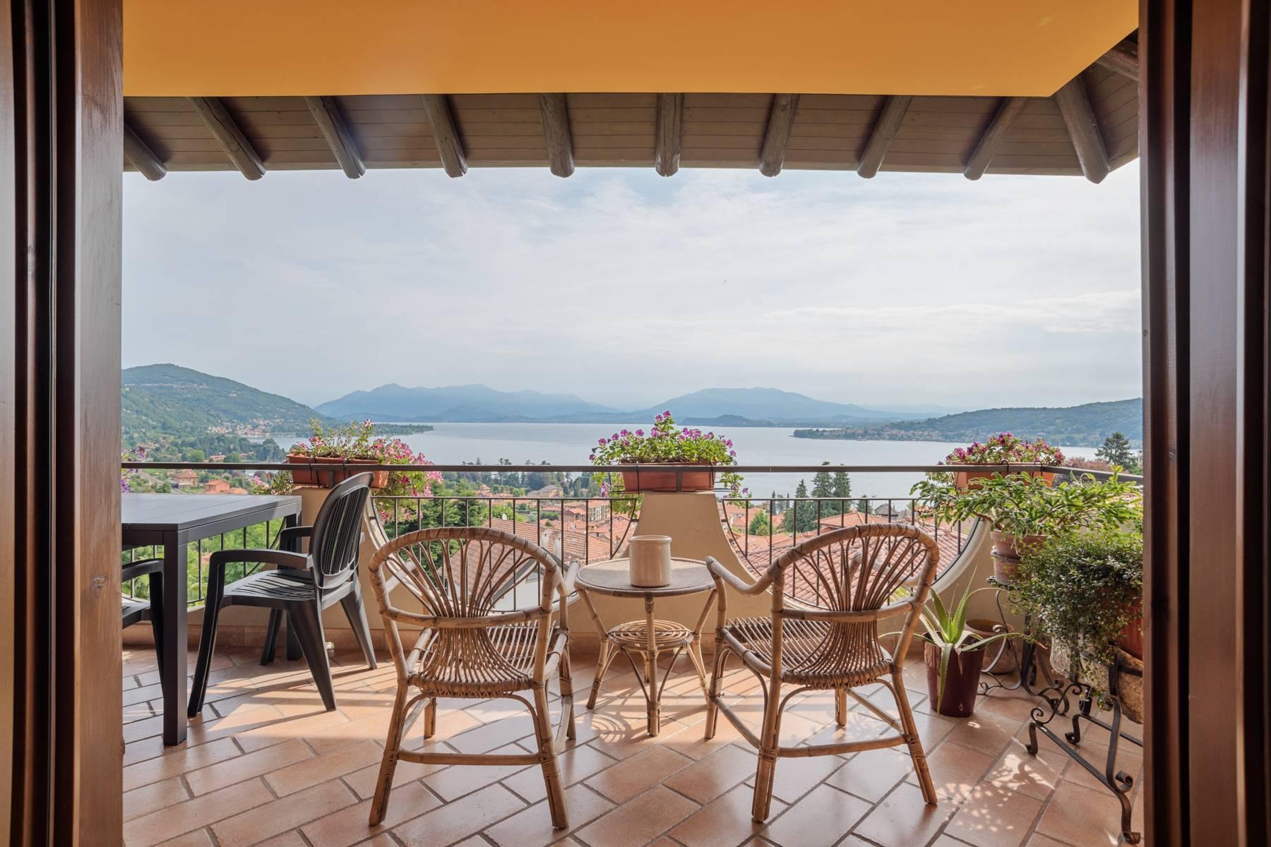 Villa sulle colline di Meina con vista lago - 1