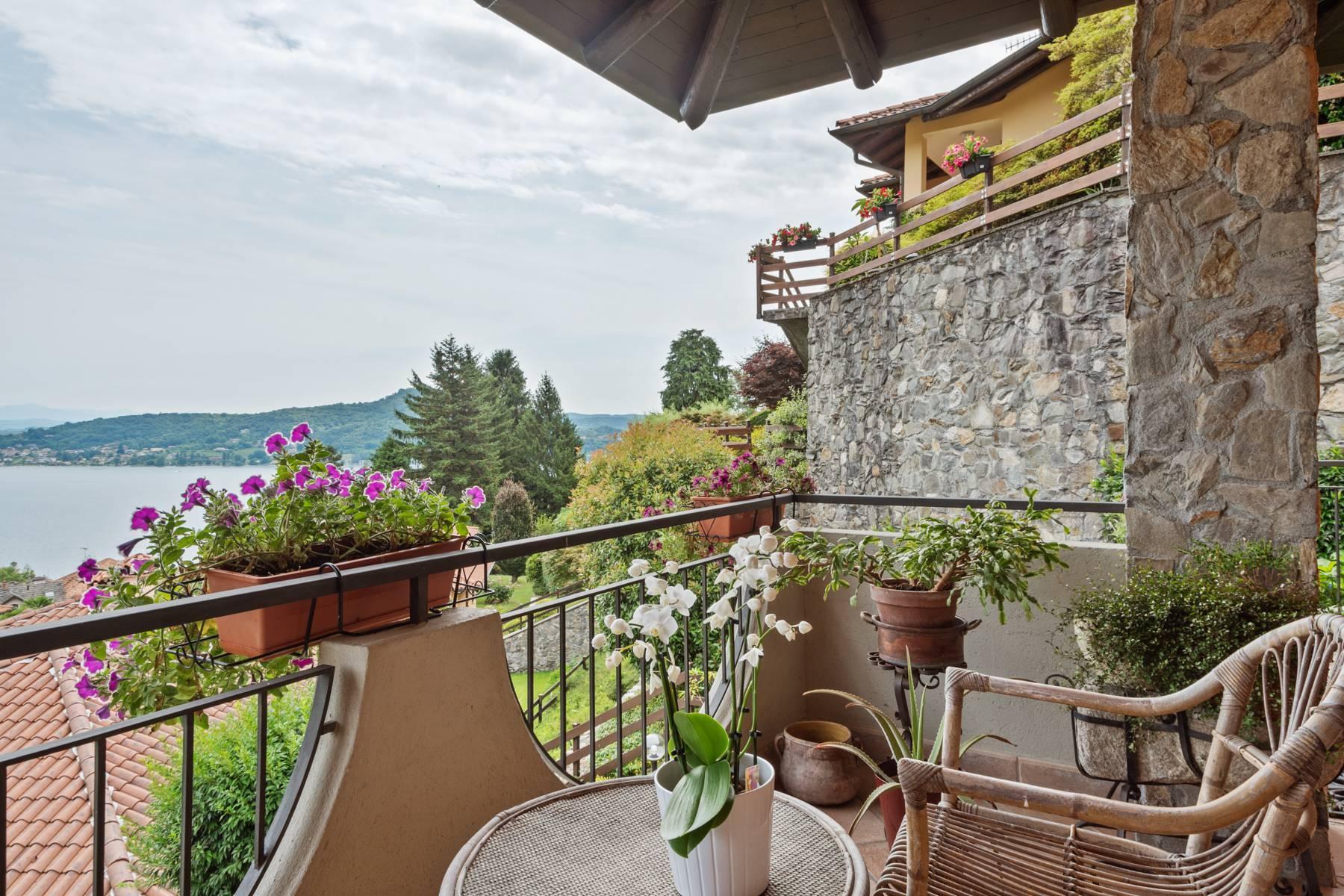 Villa sulle colline di Meina con vista lago - 2