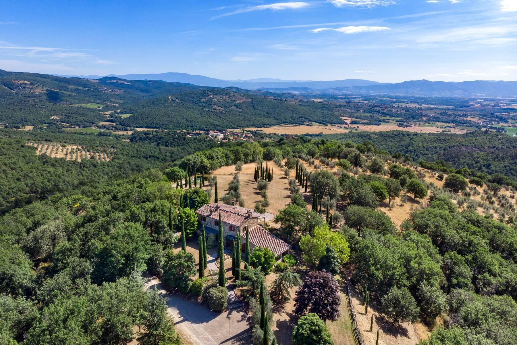 Wunderschönes Bauernhaus auf den Hügeln von Arezzo - 29