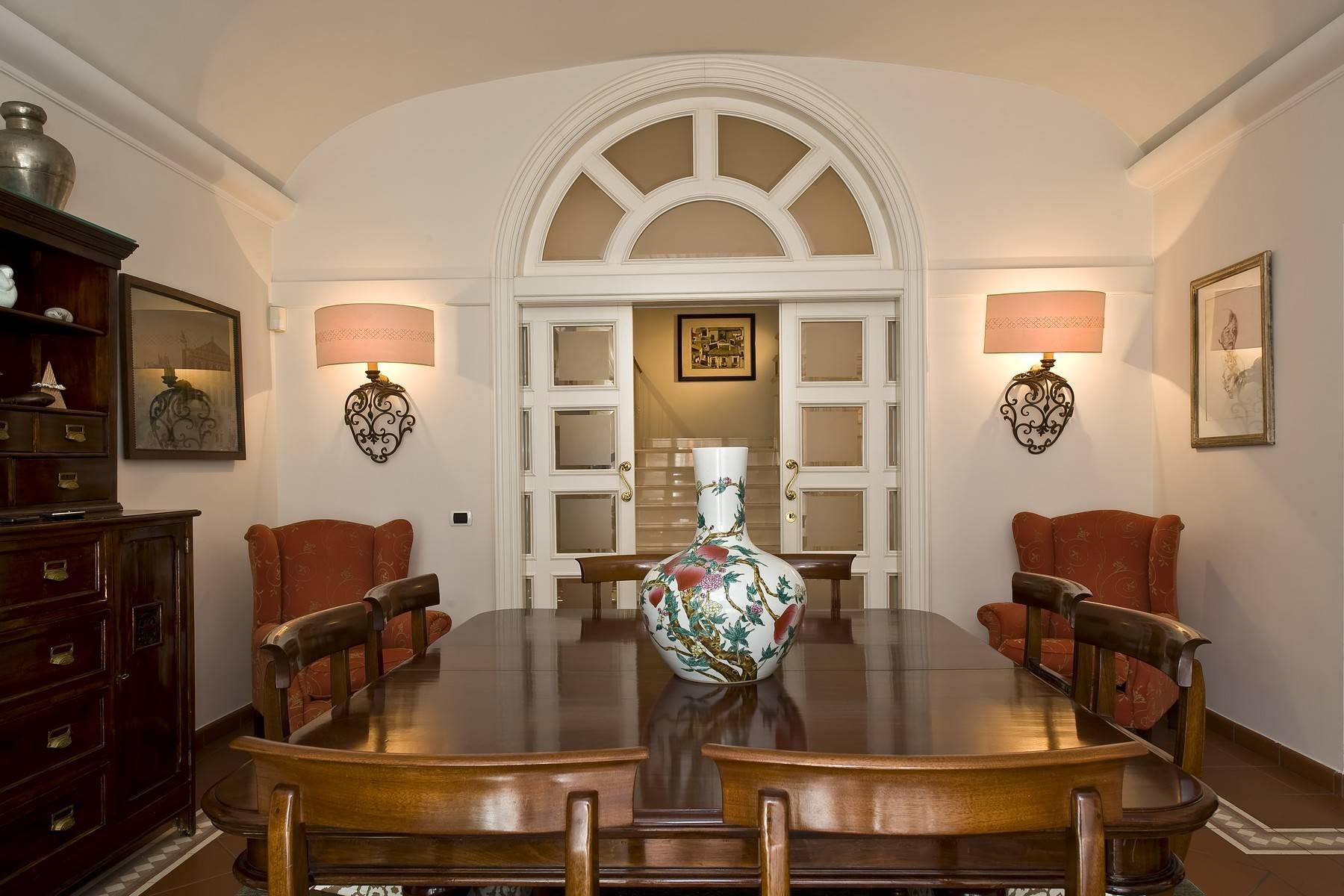 Elegante Villa mit privatem Garten - 16