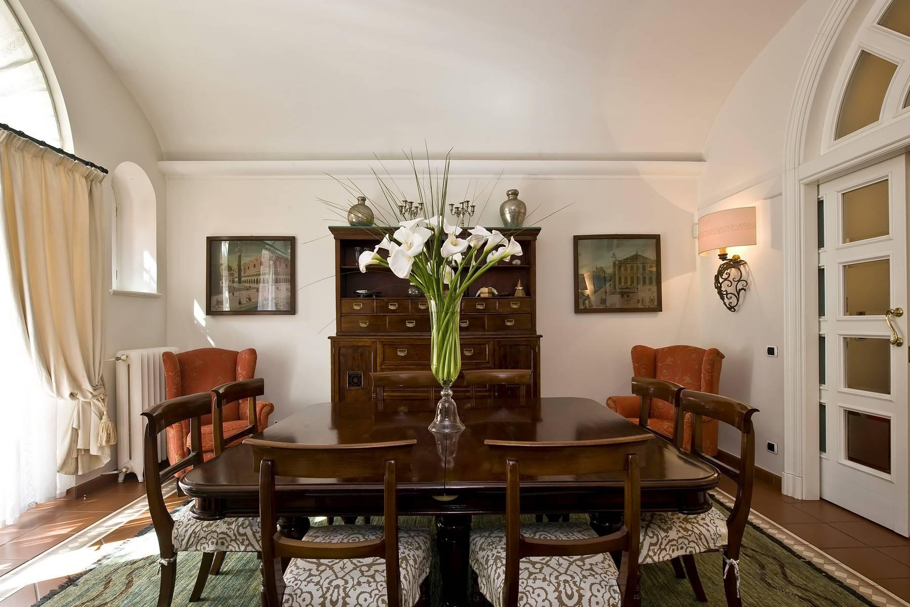 Elegante Villa mit privatem Garten - 22