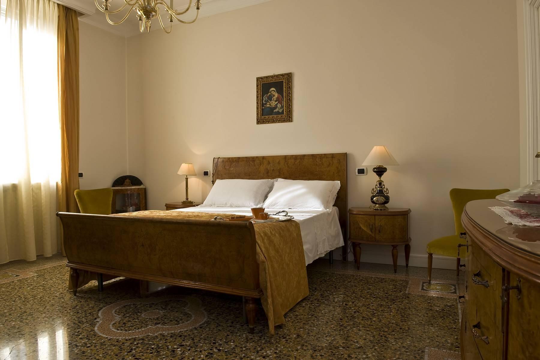 Elegante Villa mit privatem Garten - 18