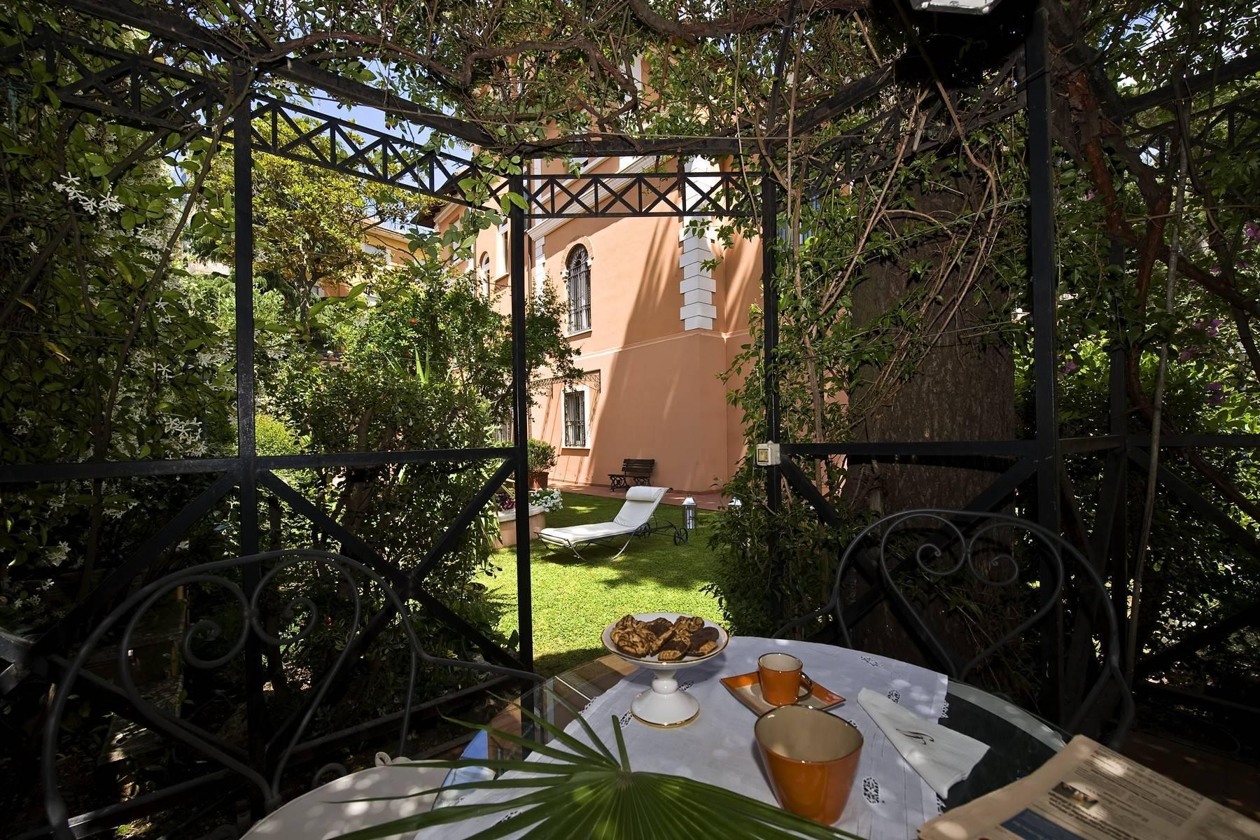 Elegante Villa mit privatem Garten - 9
