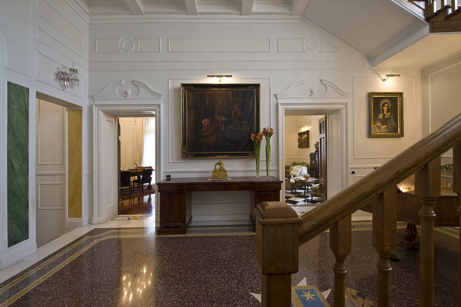 Elegante Villa mit privatem Garten - 32