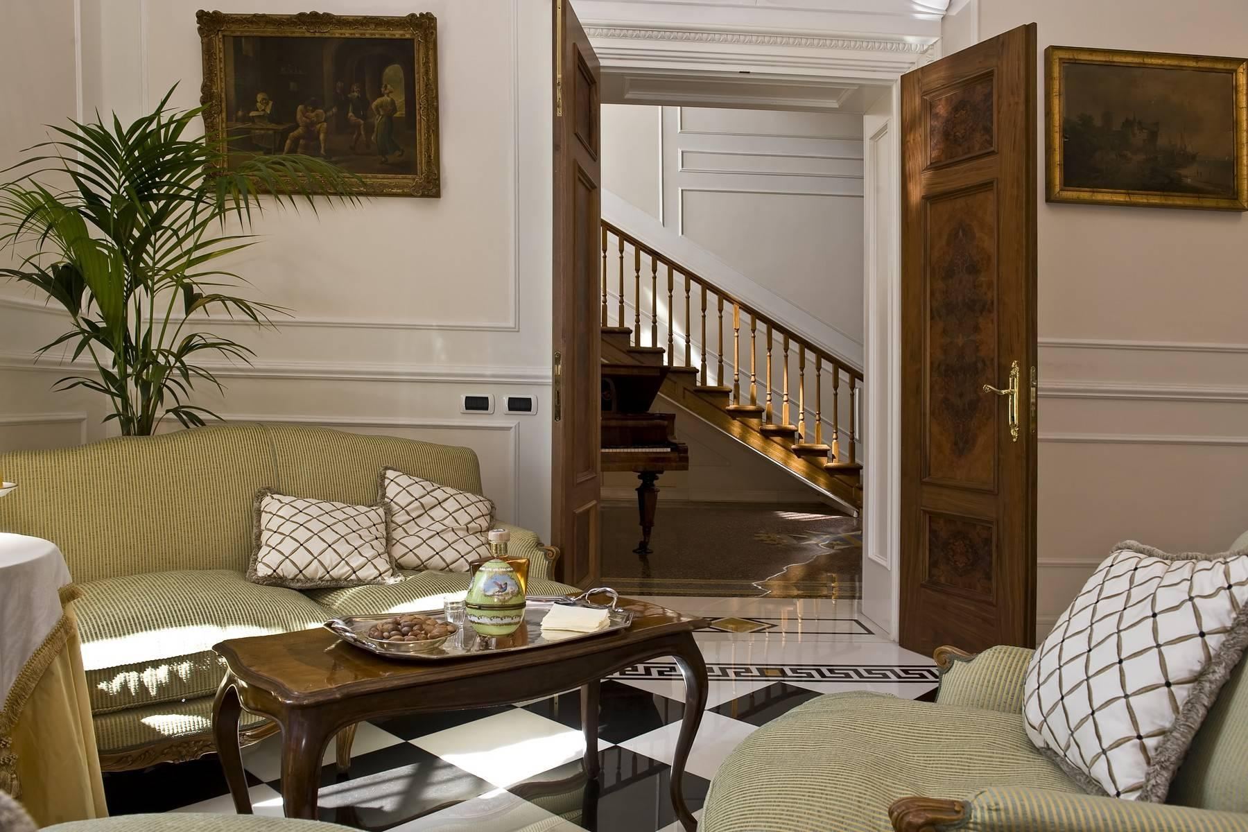 Elegante Villa mit privatem Garten - 34