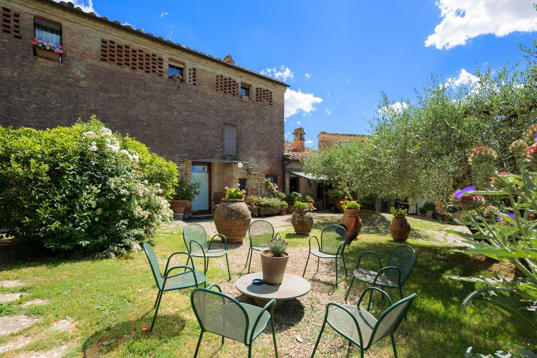 Enchanting farmhouse with agriturismo on the outskirts of Siena - 2