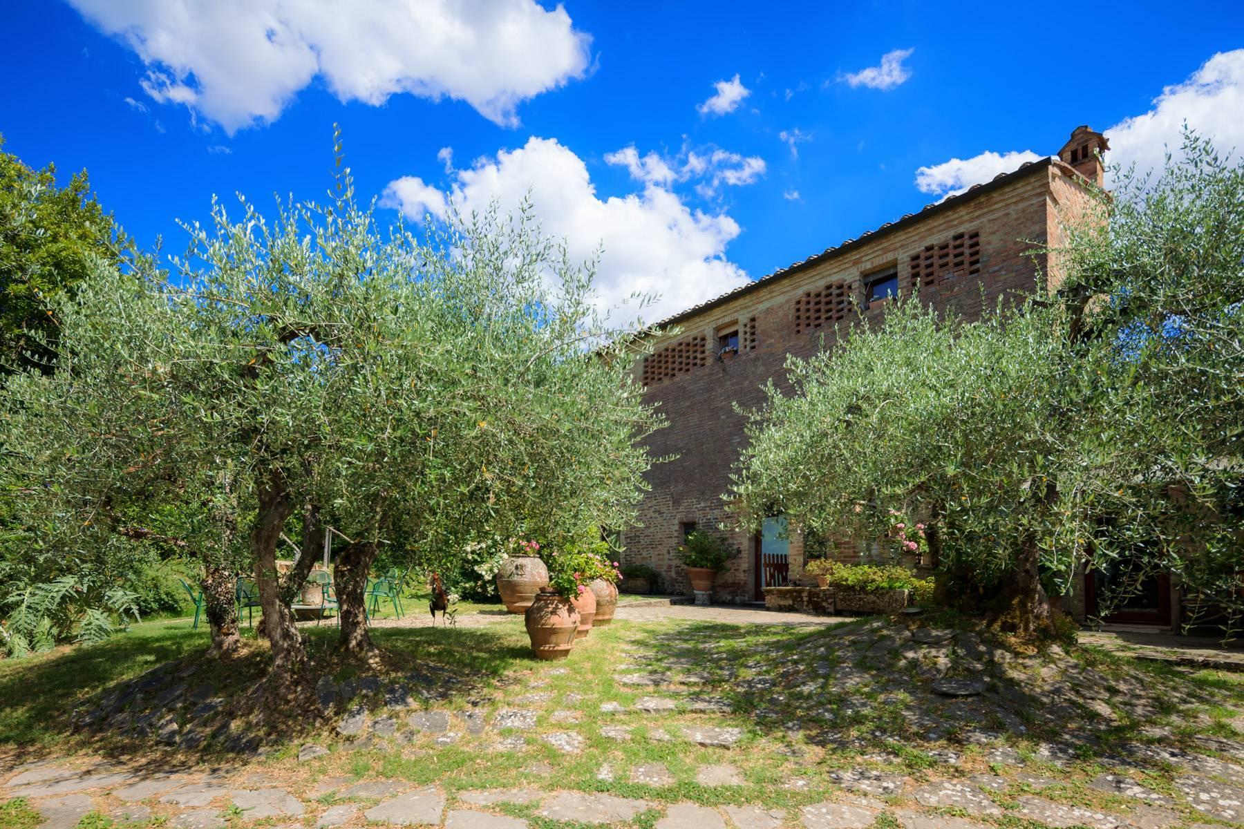Enchanting farmhouse with agriturismo on the outskirts of Siena - 3