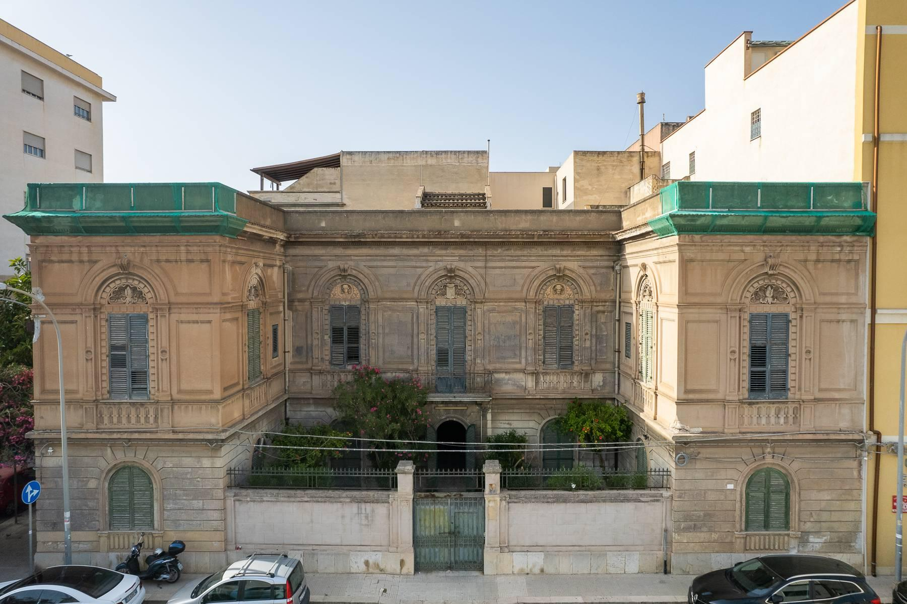 Liberty style building in the historical center of Trapani - 2