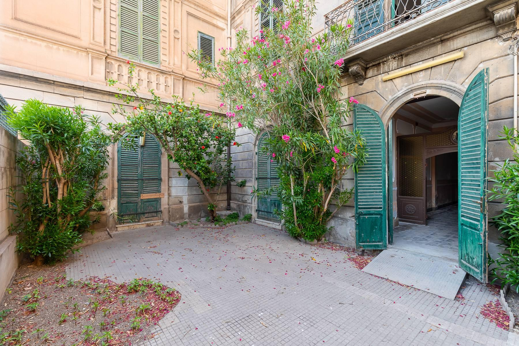 Liberty style building in the historical center of Trapani - 7