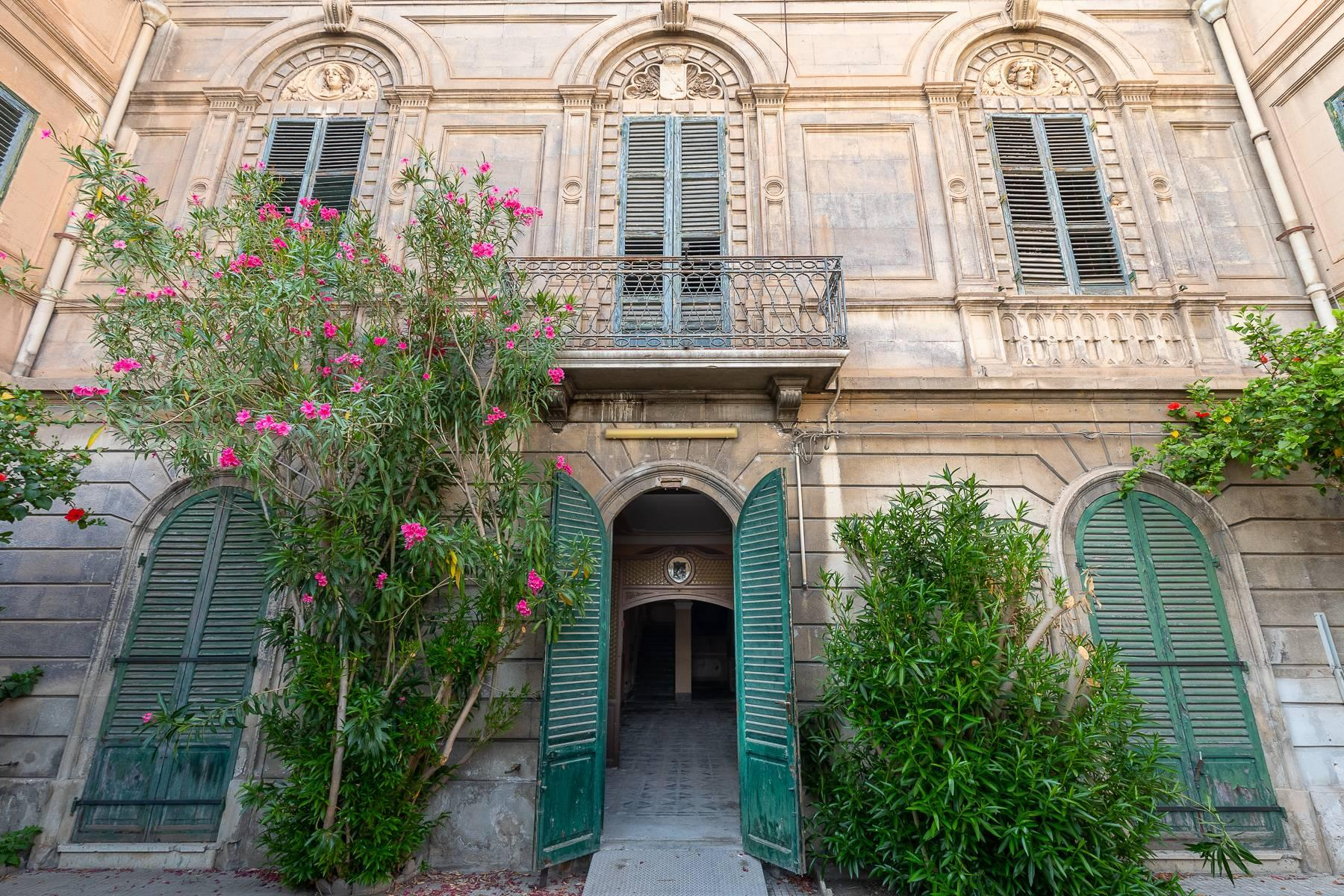 Liberty style building in the historical center of Trapani - 1