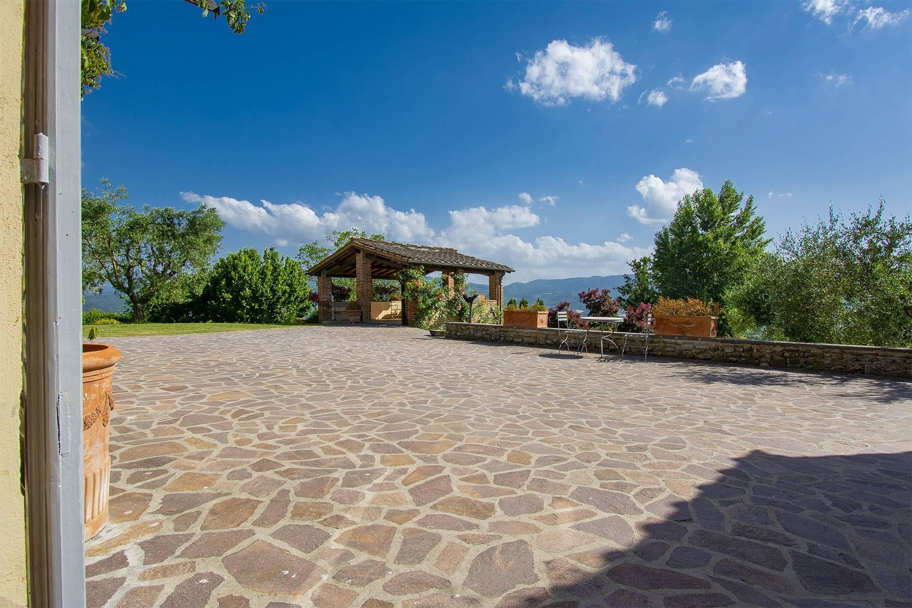 Farmhouse nestled on the Tuscan hills - 21