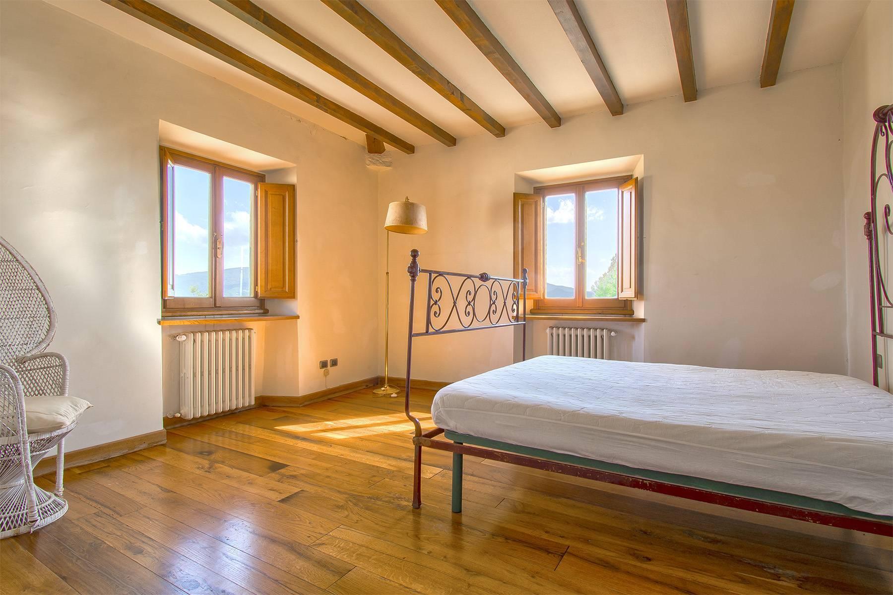 Farmhouse nestled on the Tuscan hills - 14
