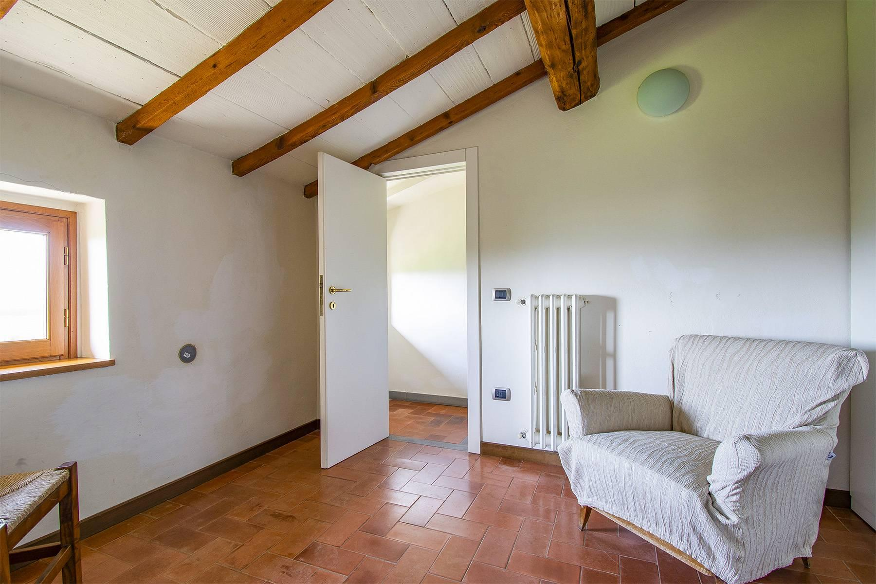 Farmhouse nestled on the Tuscan hills - 15