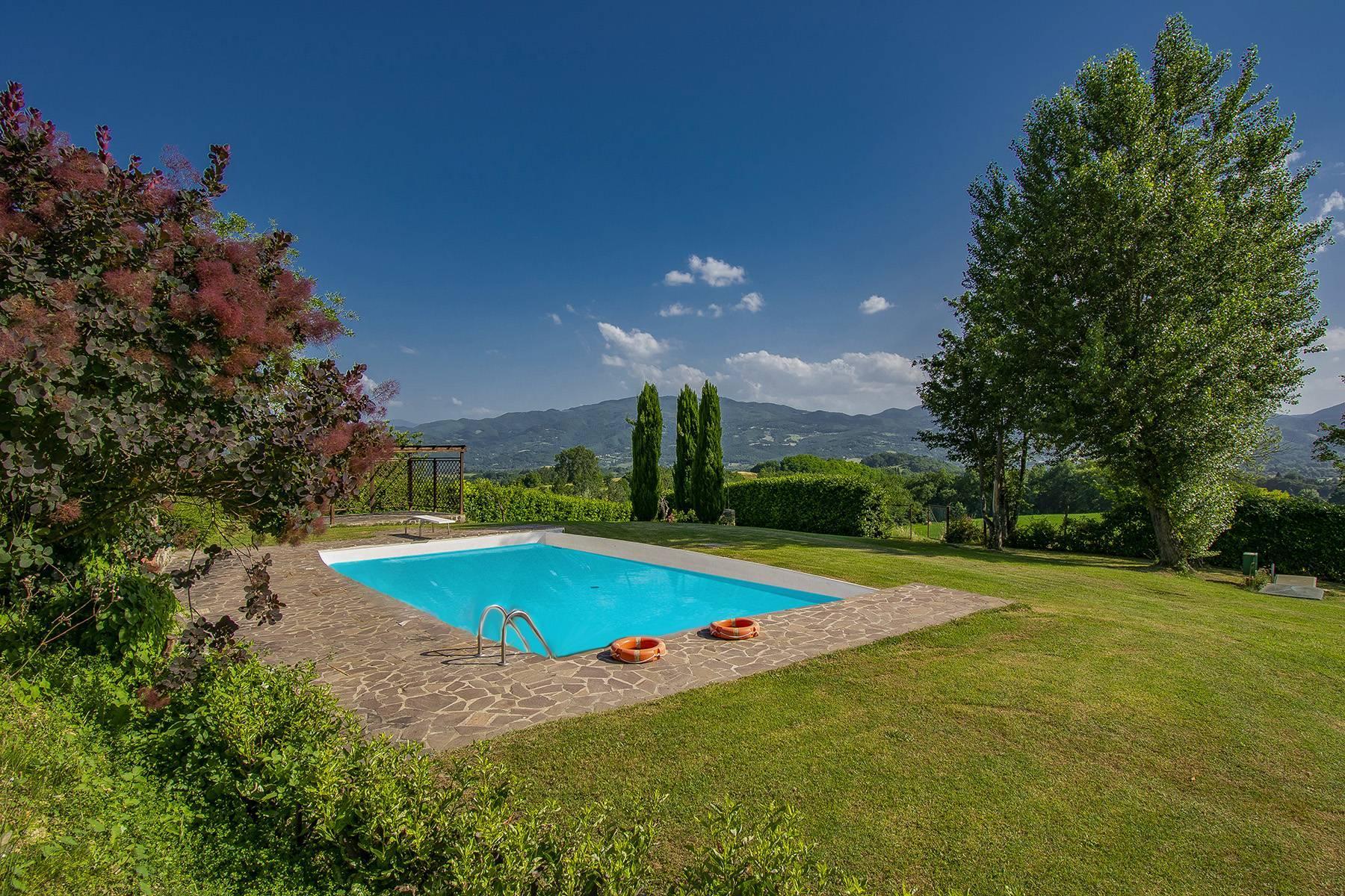 Farmhouse nestled on the Tuscan hills - 5