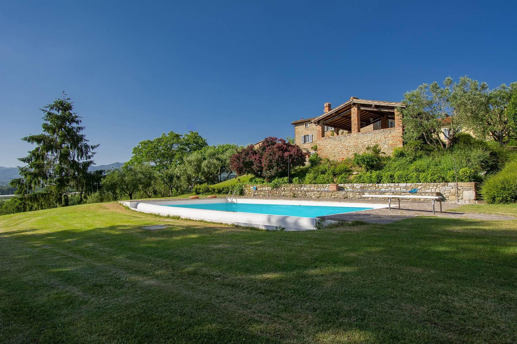 Farmhouse nestled on the Tuscan hills - 23