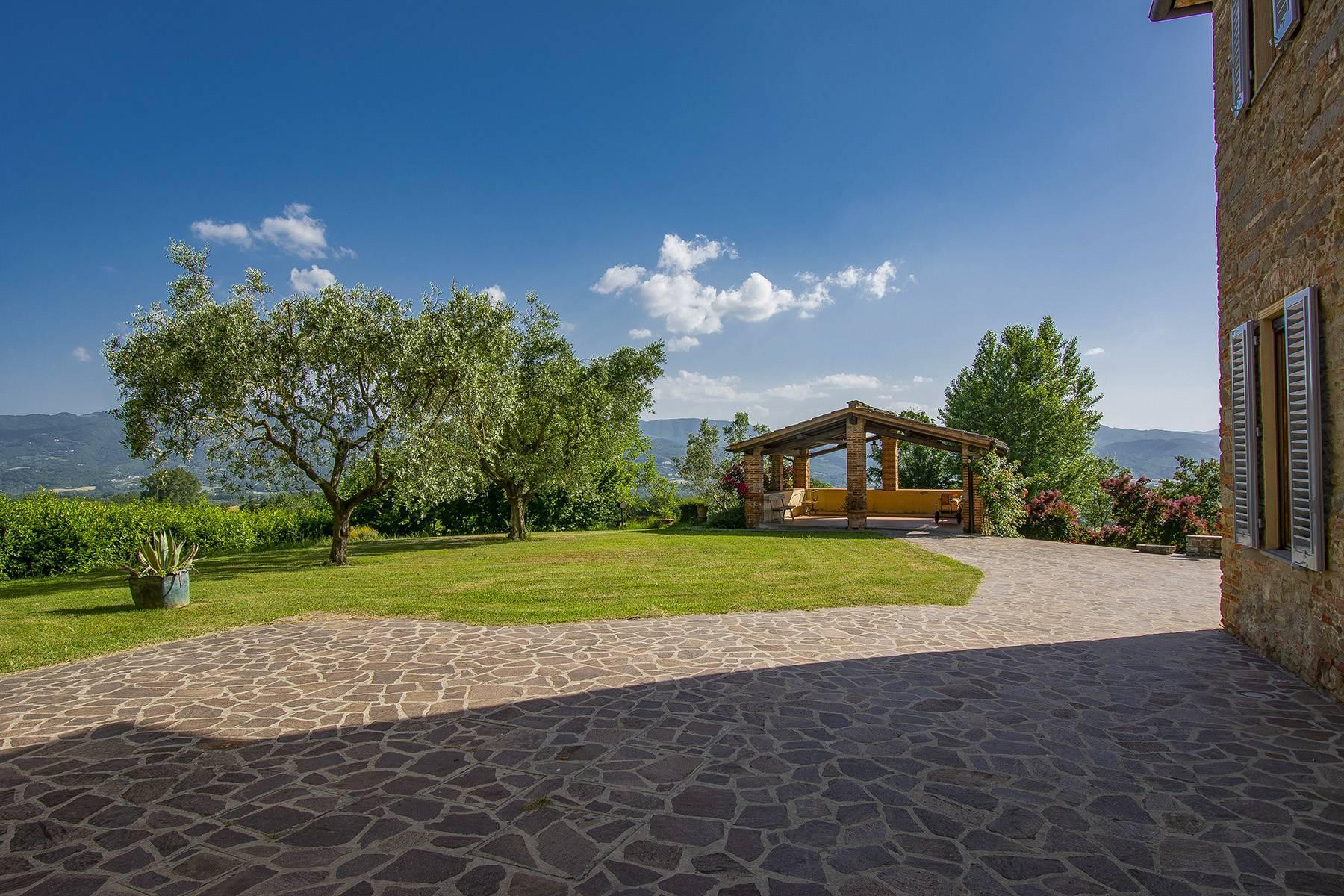 Farmhouse nestled on the Tuscan hills - 20