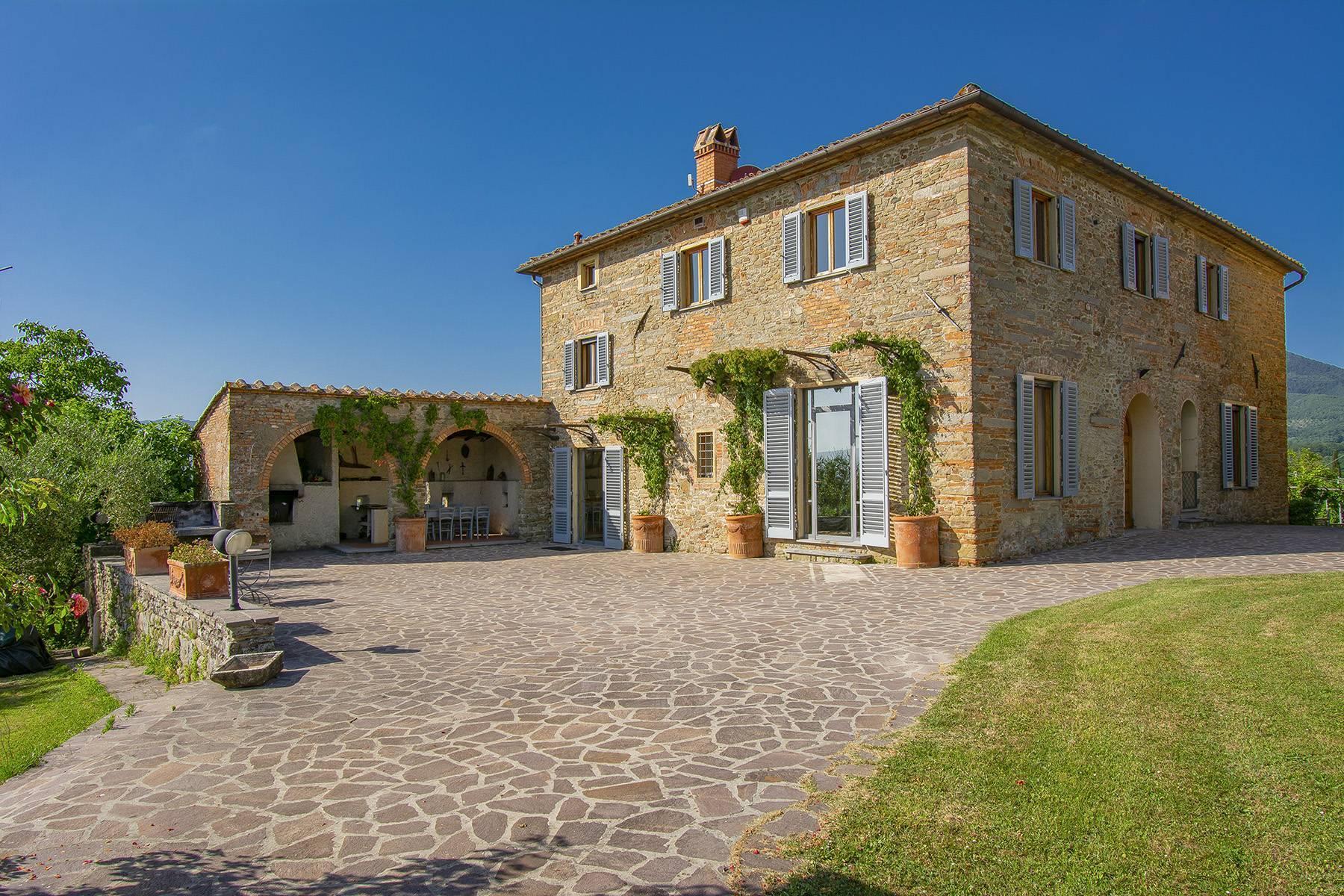 Farmhouse nestled on the Tuscan hills - 2
