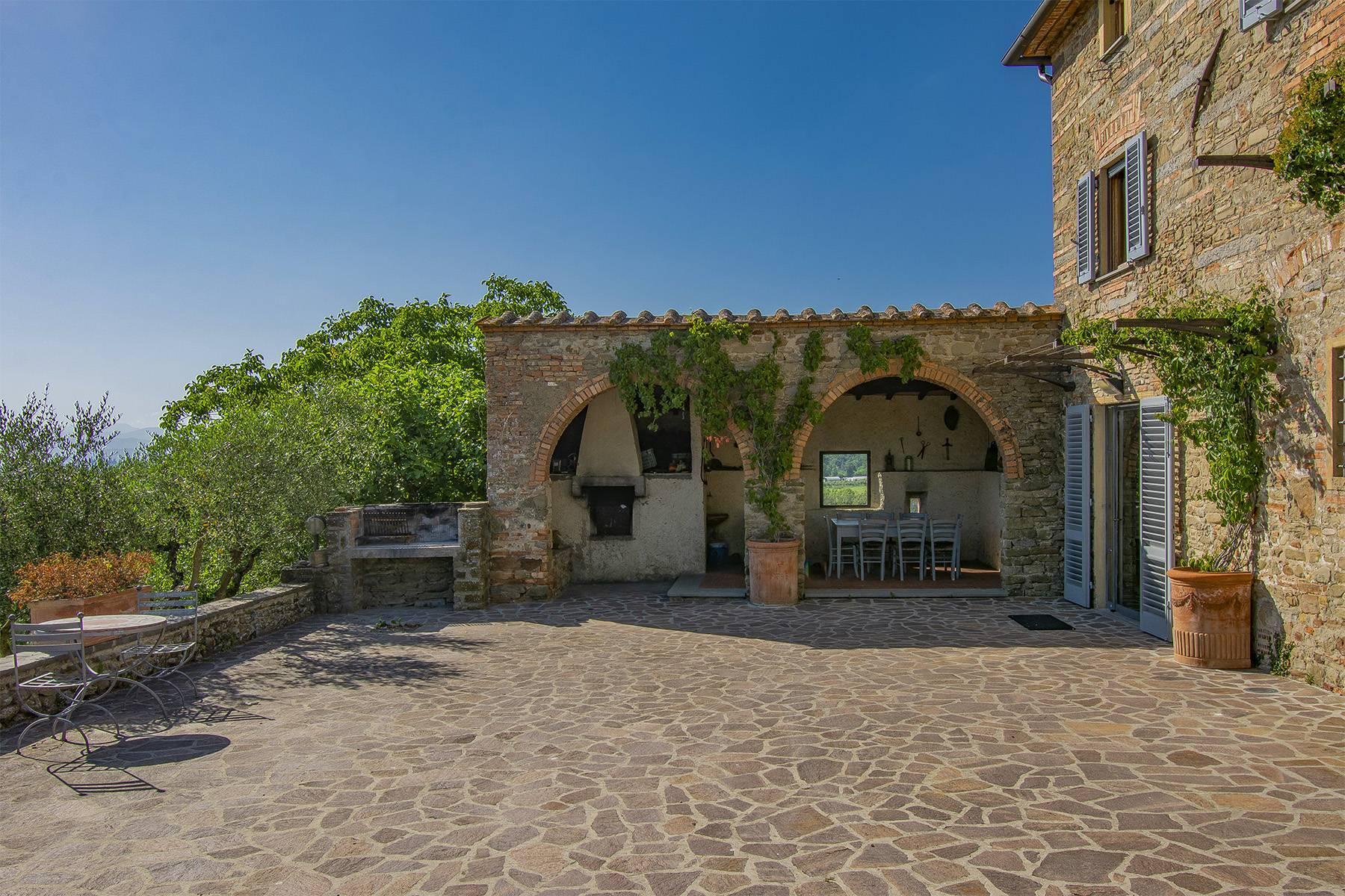 Farmhouse nestled on the Tuscan hills - 4