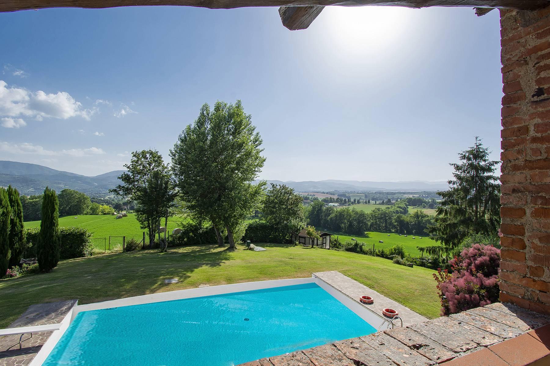 Farmhouse nestled on the Tuscan hills - 22
