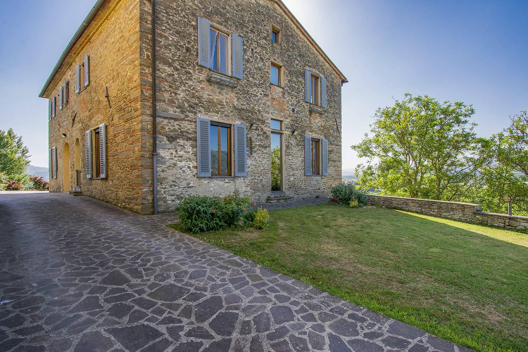 Farmhouse nestled on the Tuscan hills - 3