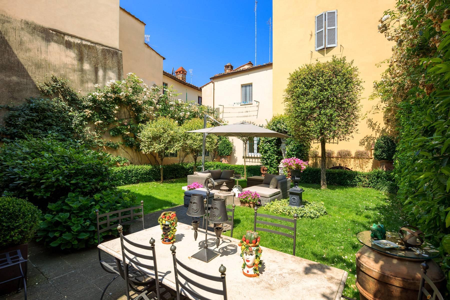 Lussuoso appartamento con giardino - 9