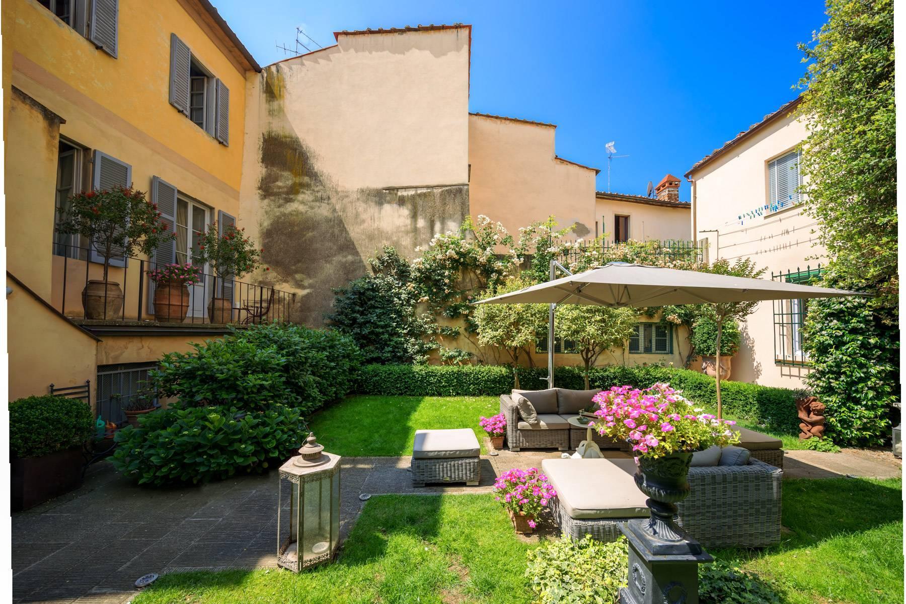 Lussuoso appartamento con giardino - 11