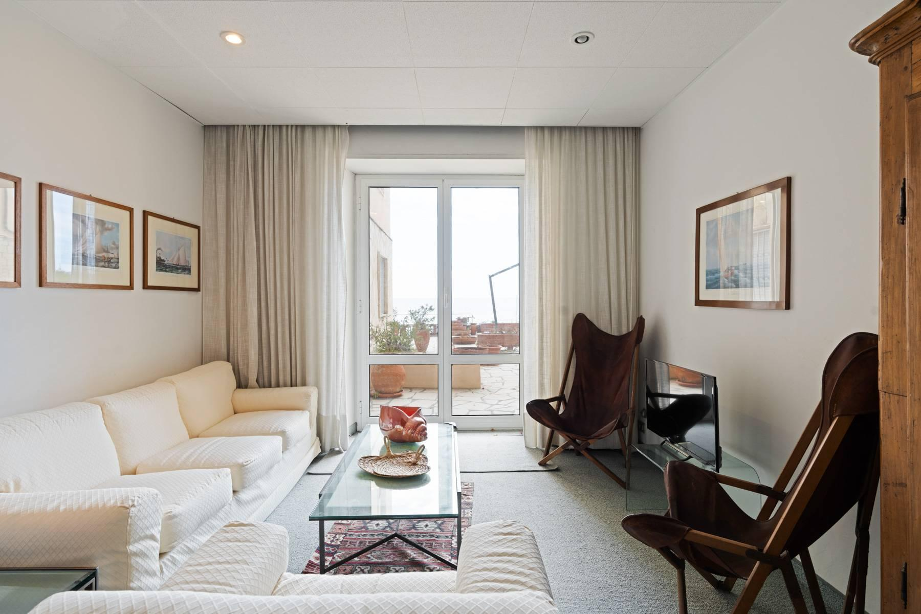 Bright beachfront apartment with a beautiful terrace - 10