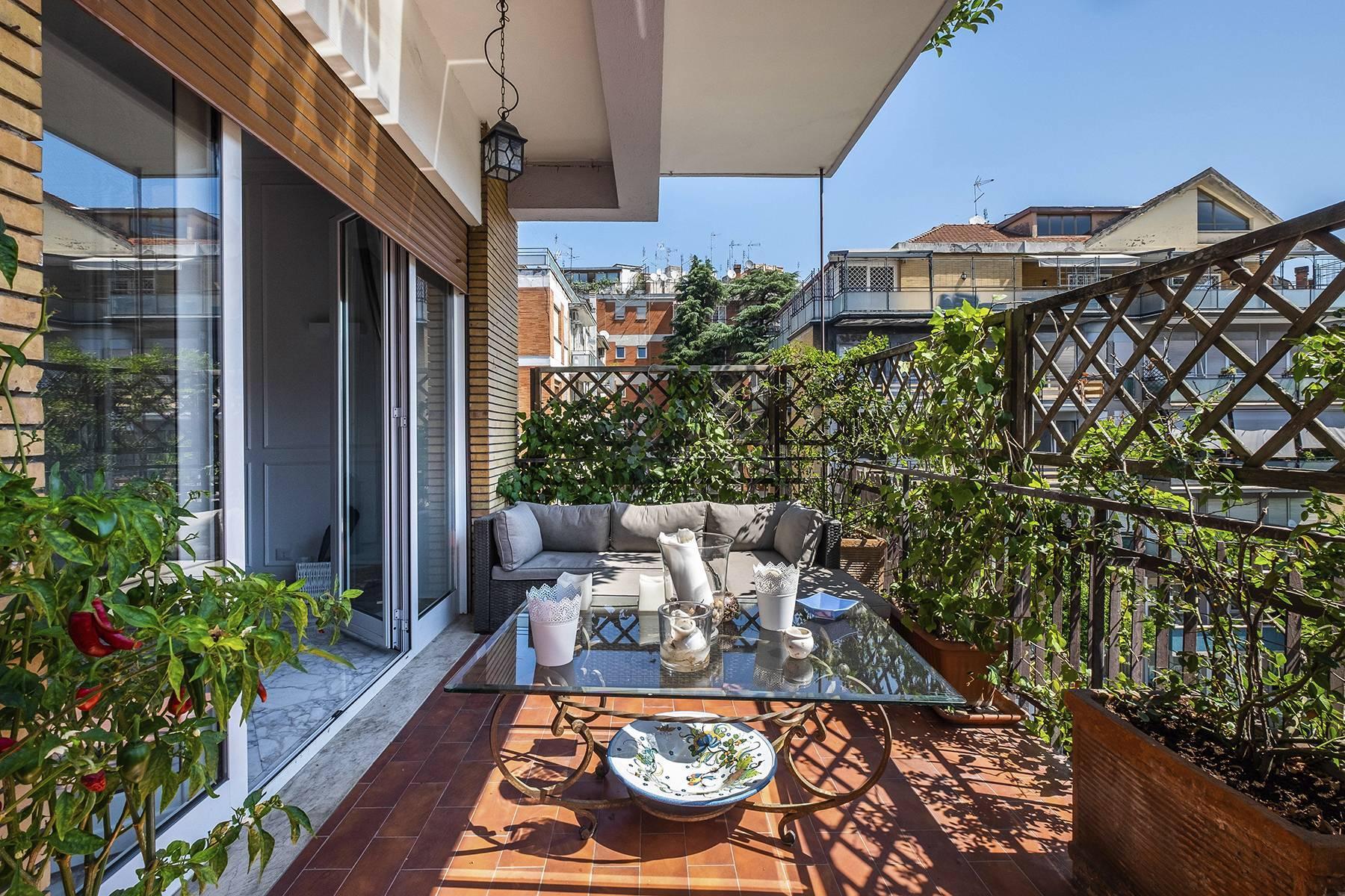 Elegante Wohnung mit großer Terrasse - 1