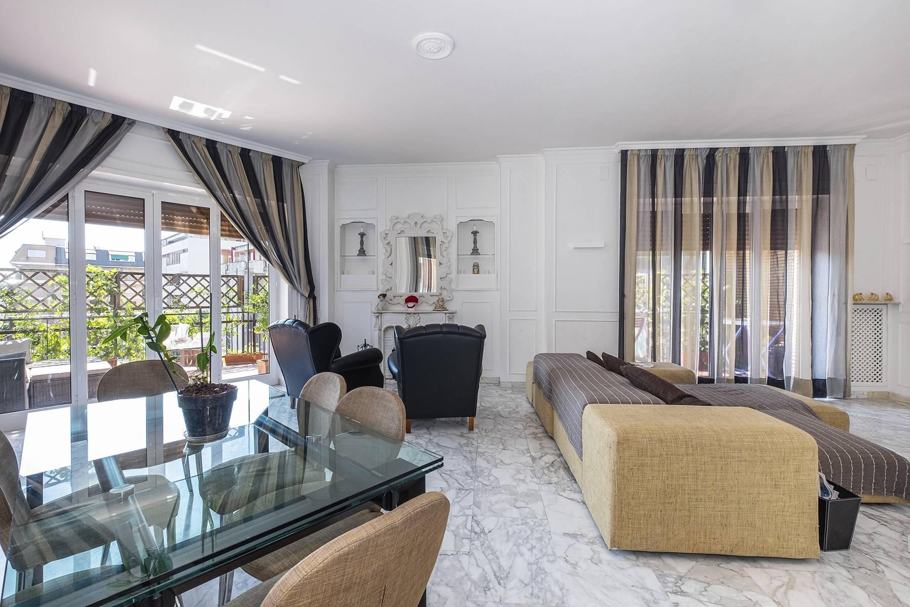 Elegante Wohnung mit großer Terrasse - 4