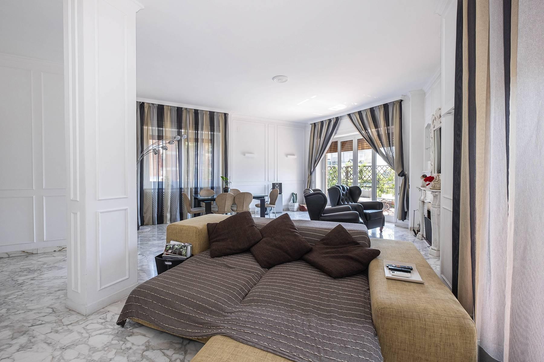 Elegante Wohnung mit großer Terrasse - 2
