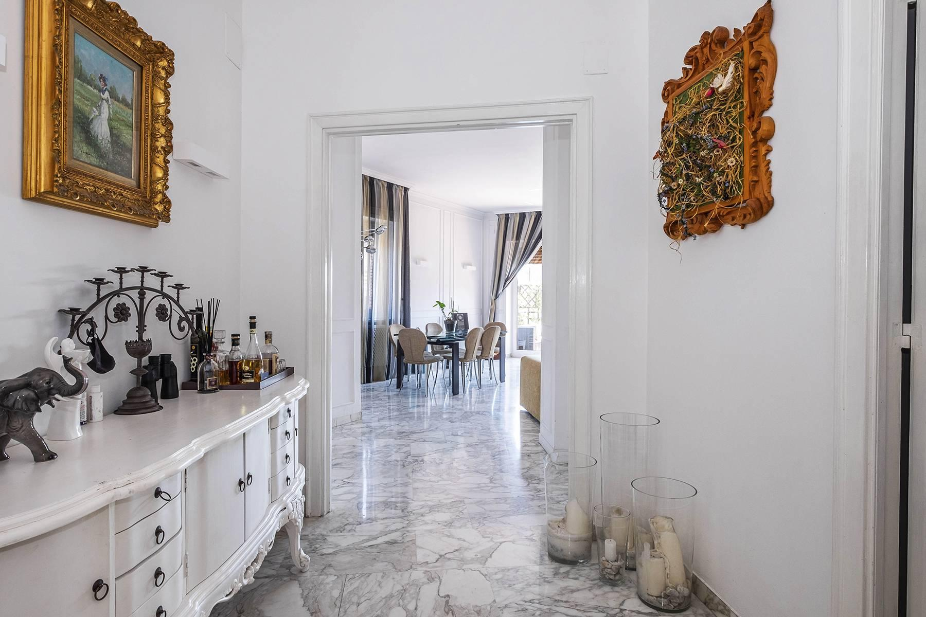 Elegante Wohnung mit großer Terrasse - 8