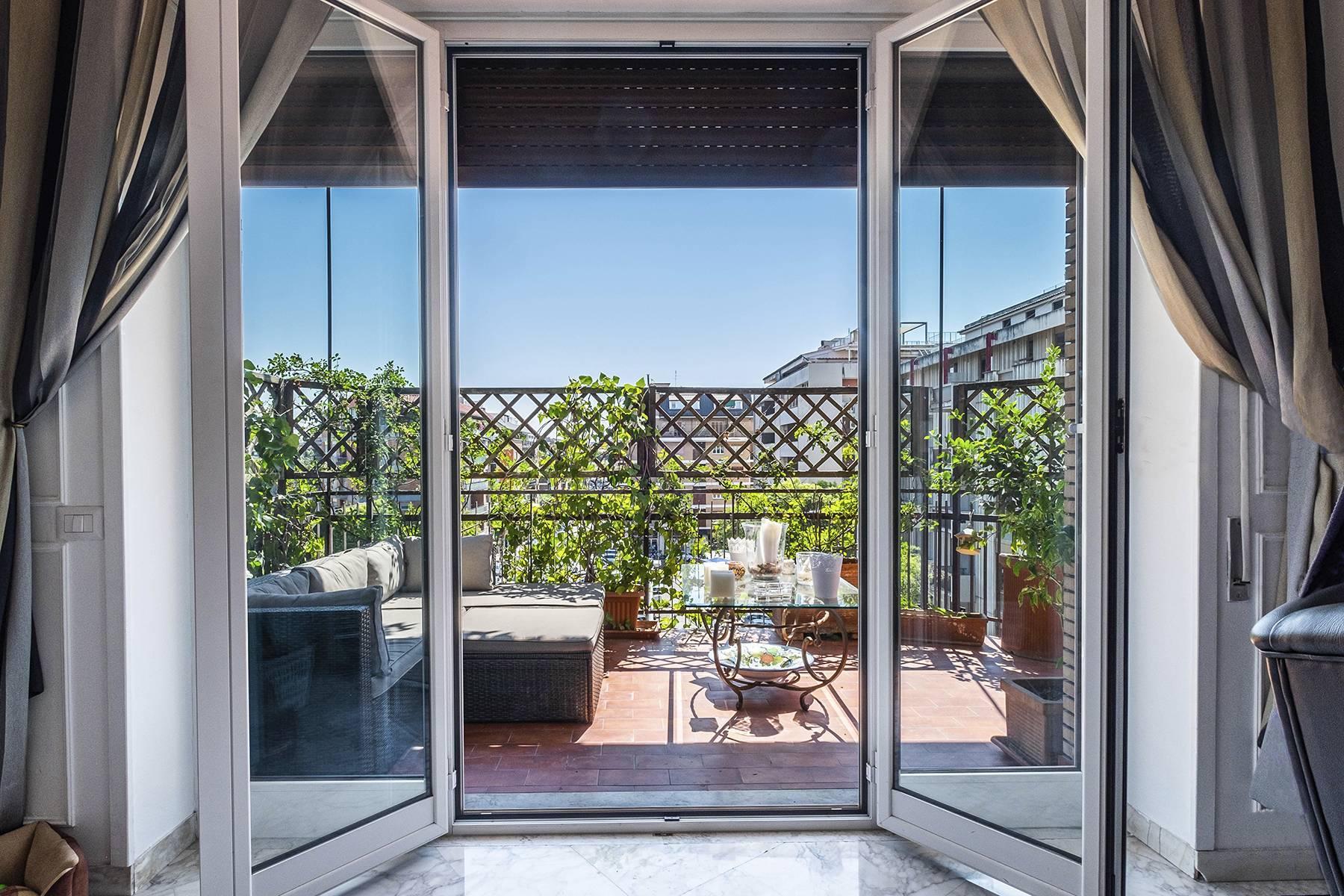 Elegante Wohnung mit großer Terrasse - 13