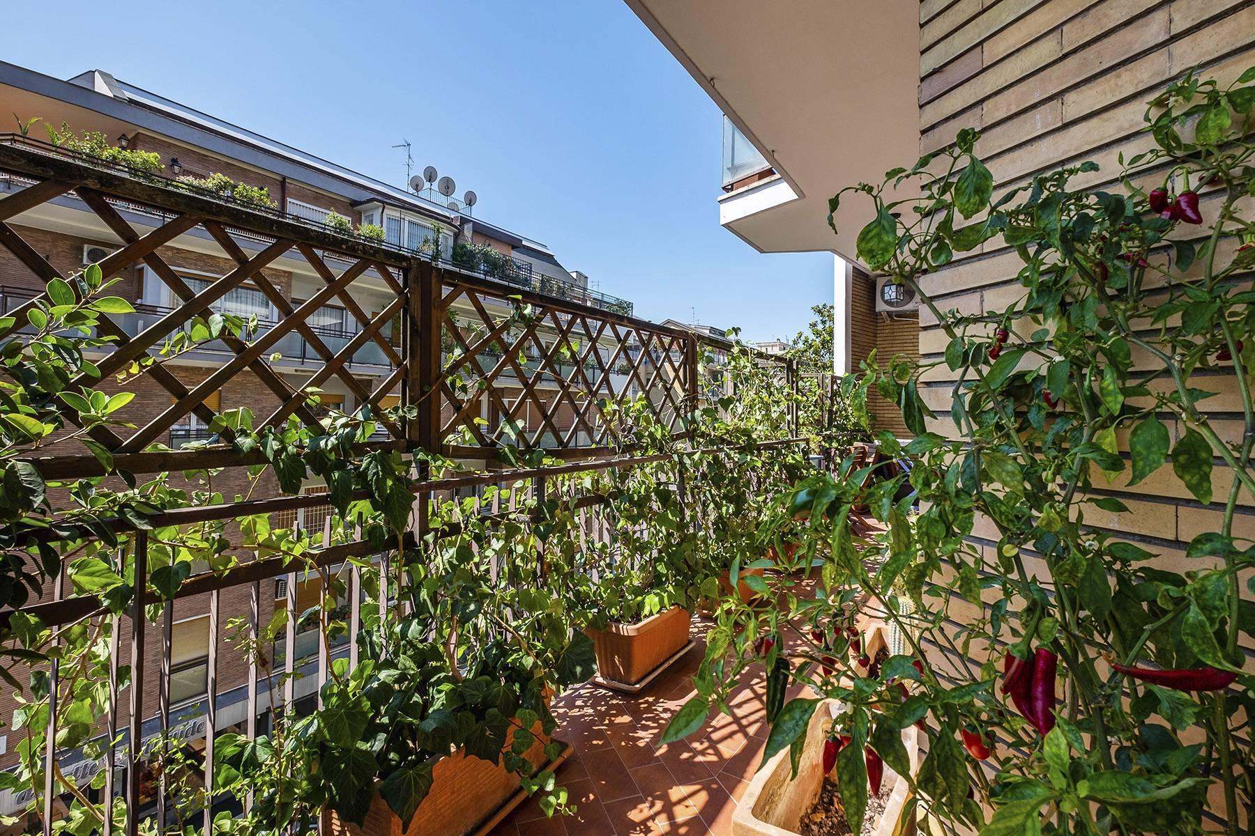 Elegante Wohnung mit großer Terrasse - 25