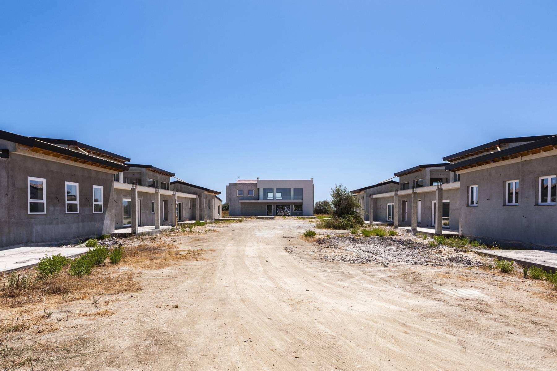 Komplex aus fünf Villen mit Pool und Zitrushain in Syrakus - 17